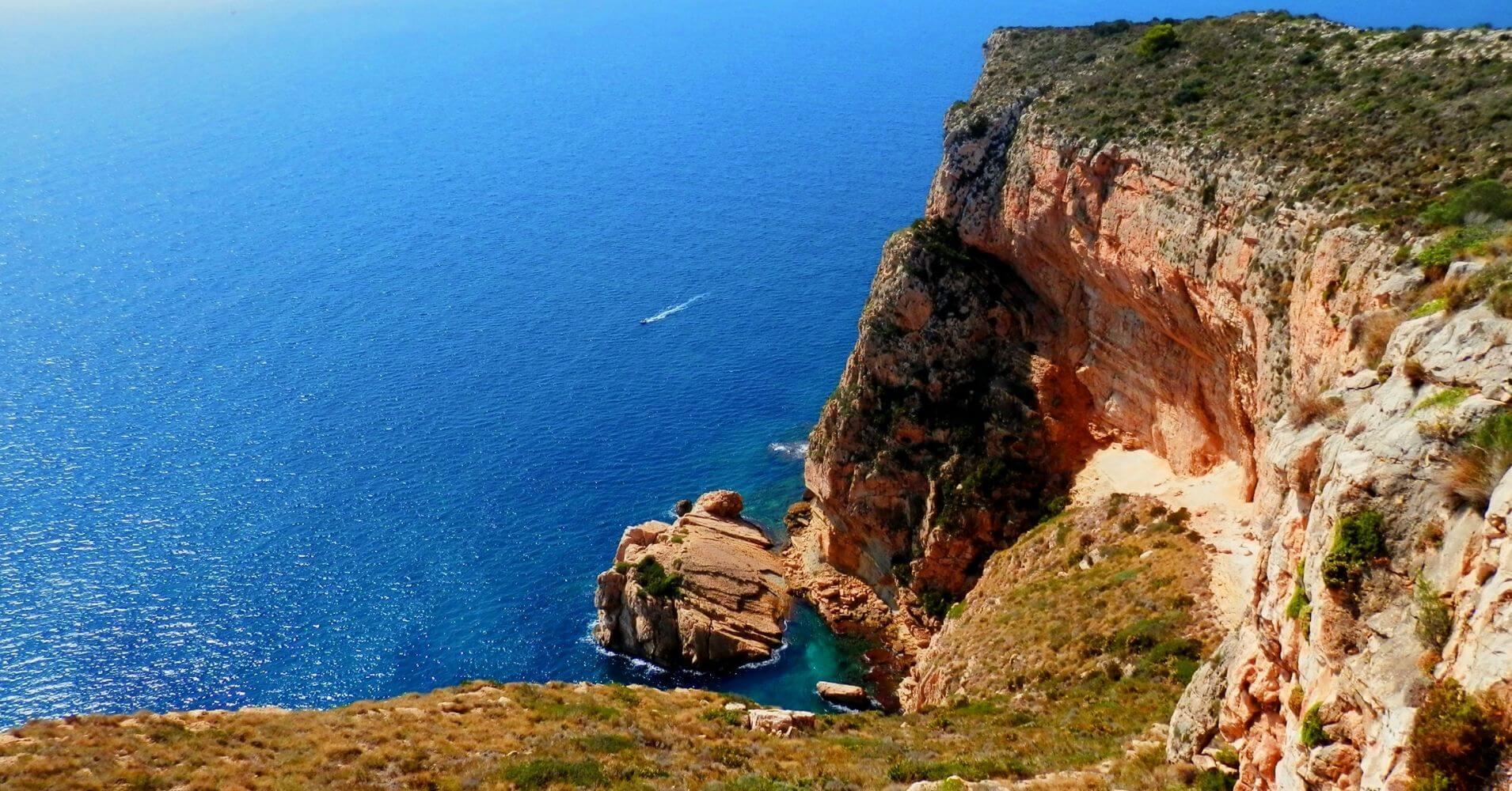 Acantilados de Cap d' Or a Vuelo de Gaviota. Moraira, Alicante. Comunidad Valenciana.