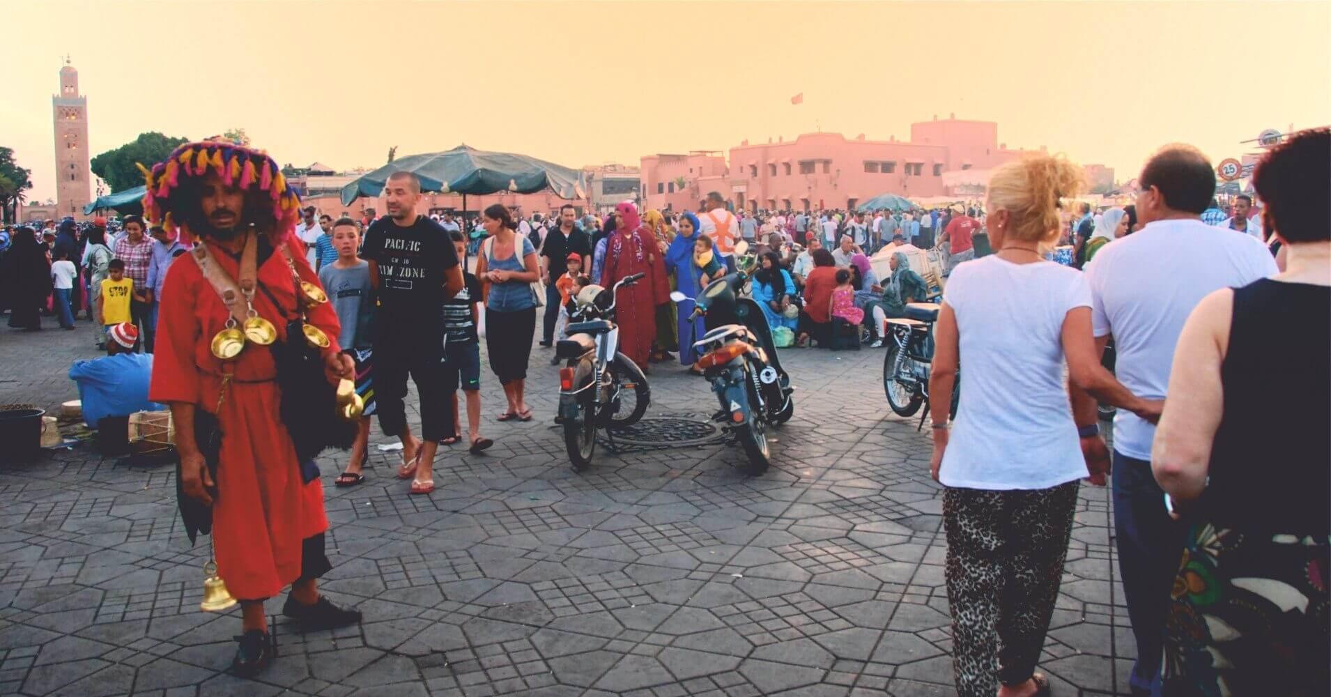Aguador en la Plaza de Jamaa el Fna, Marrakech. Marruecos.