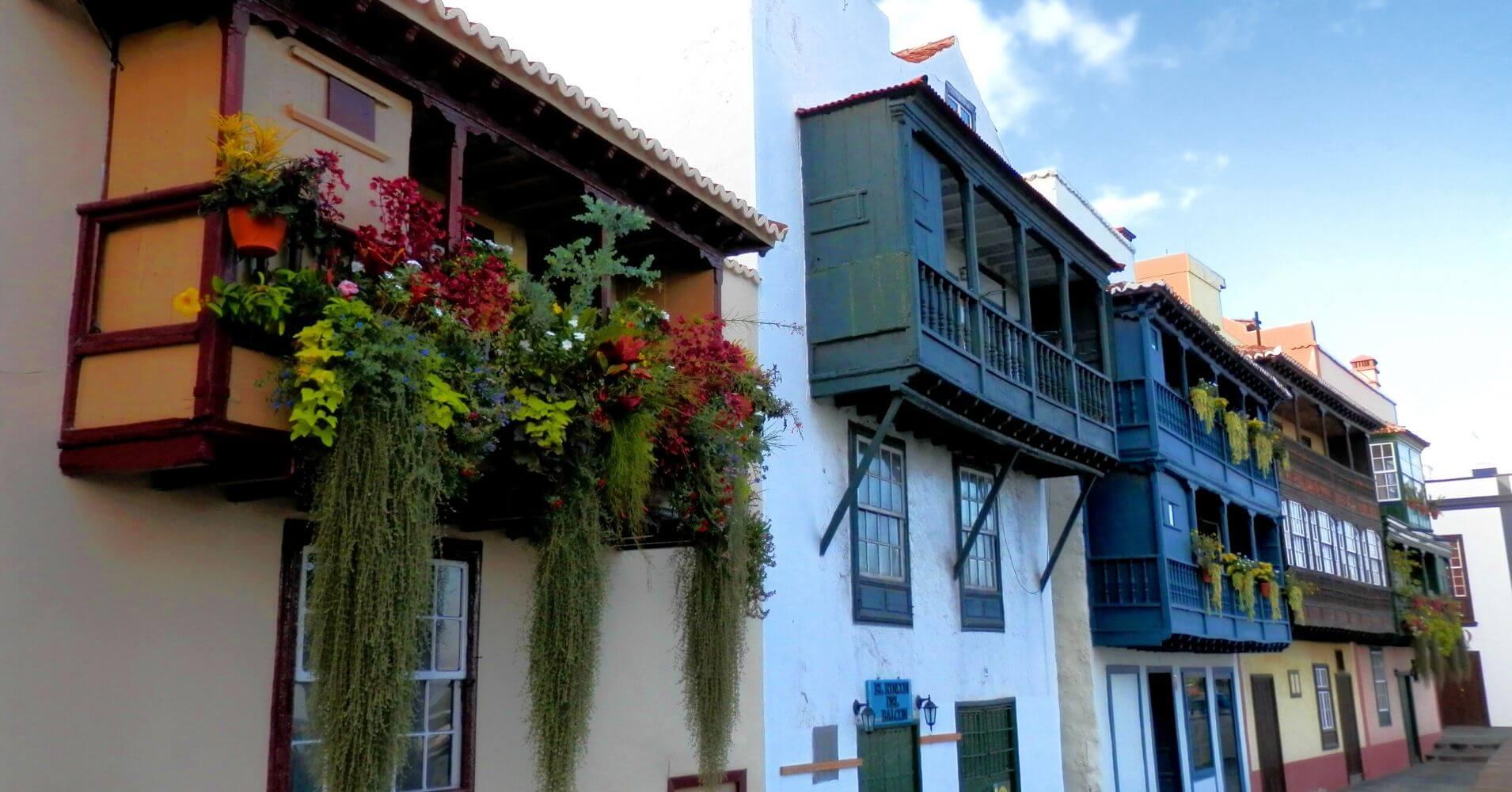 Viajar a España, Balcones típicos de Santa Cruz de La Palma. Islas Canarias.