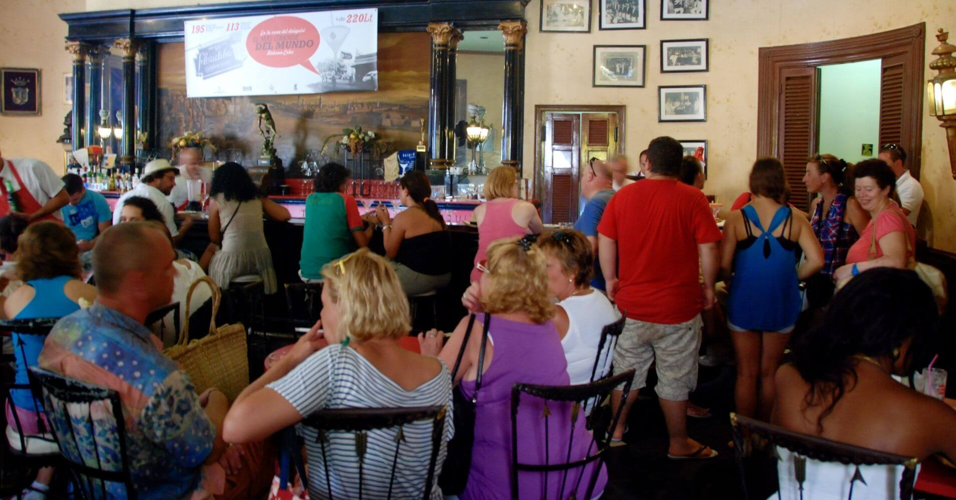 Bar Restaurante Coctelería. La Habana, Cuba.