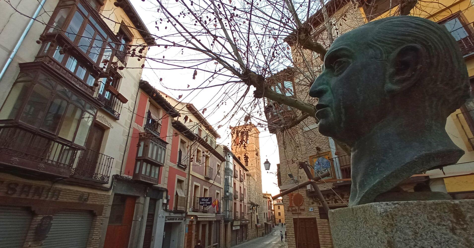 Calle de Santo Tomé. Estatua del Doctor Marañón. Toledo, Castilla La Mancha.