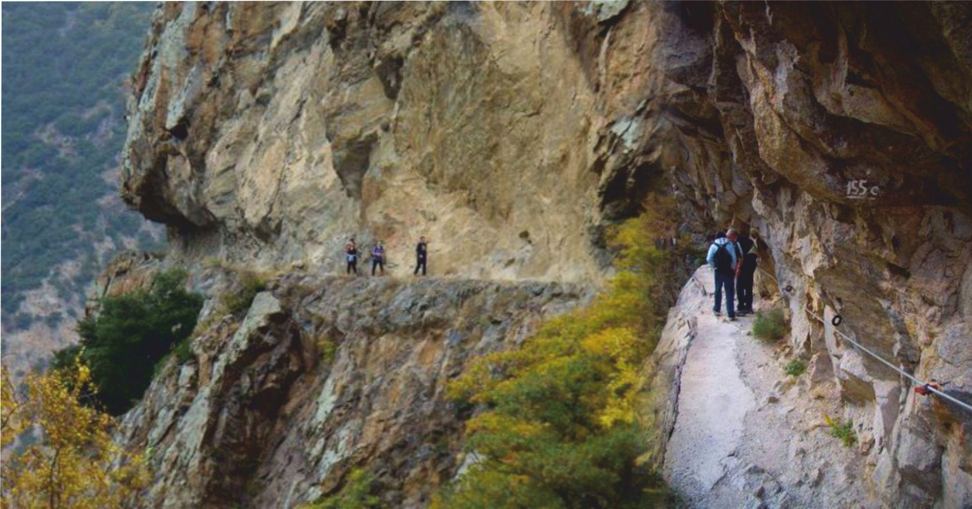 Camino Equipado de la Garganta. Thuès-Entre-Valls. Pirineos Orientales. Occitania, Francia.