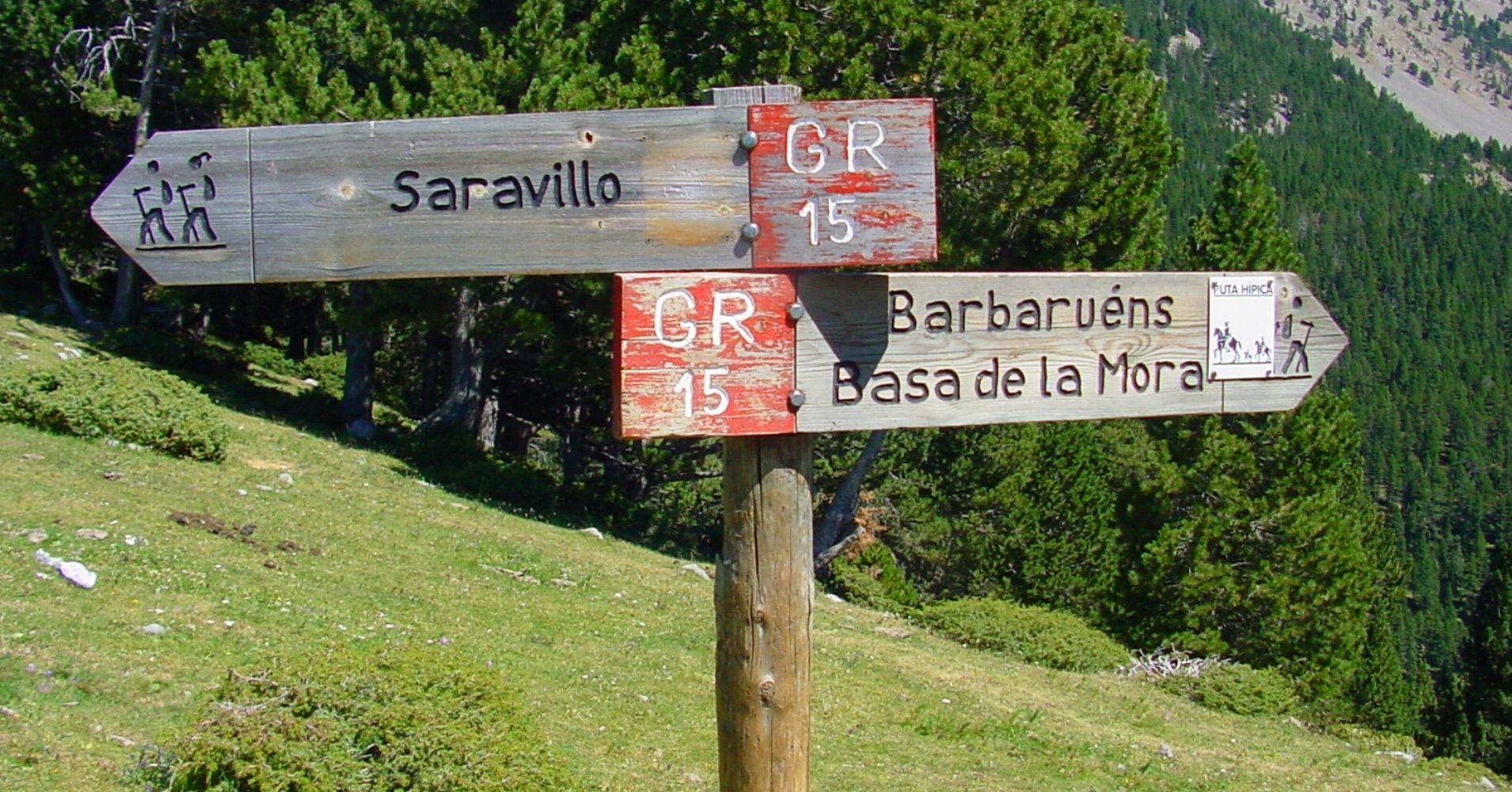 Cartel del GR 15. Saravillo, Barbaurens, Basa de la Mora. Huesca, Aragón.