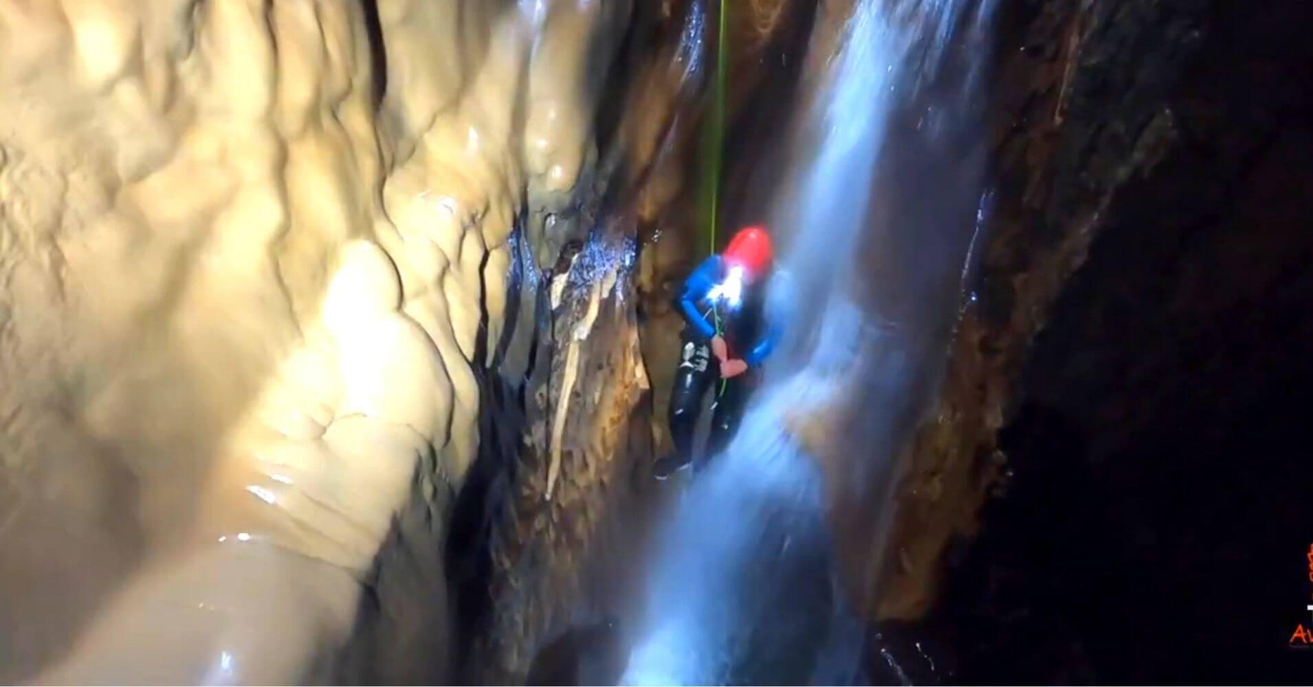 Cascada y Tobogán. Curso de Aguas. Cueva de Valporquero. Vagacervera, León. Castilla y León.