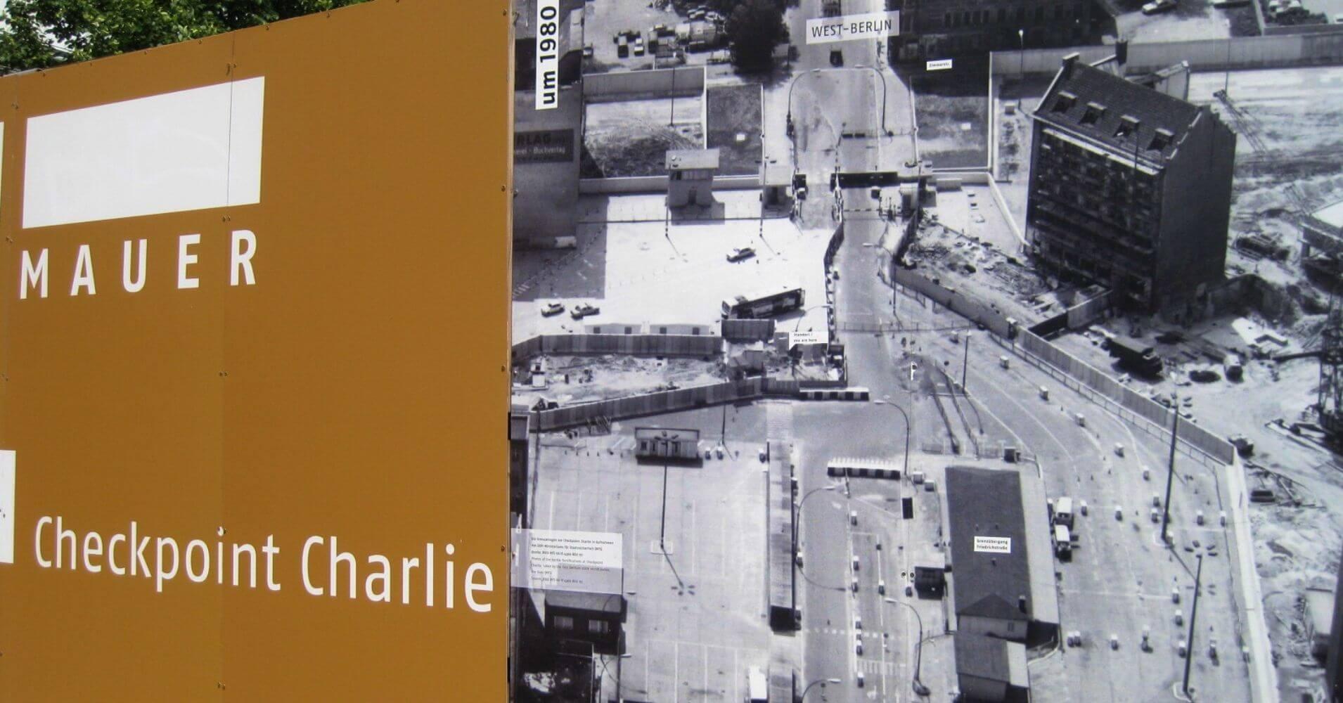 Checkpoint Charlie en Berlín. Alemania.