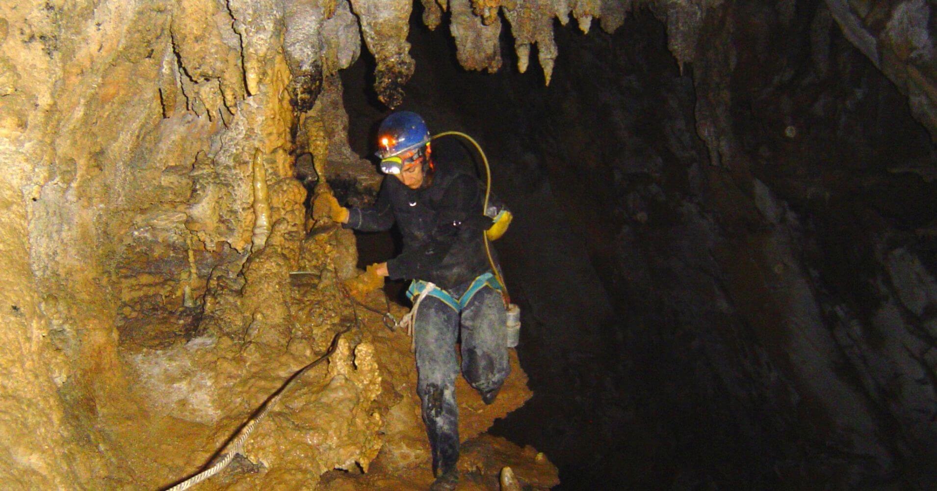 Cuevas Turísticas y Espeleología de España. Cueva de Coventosa, Asón. Cantabria. España.