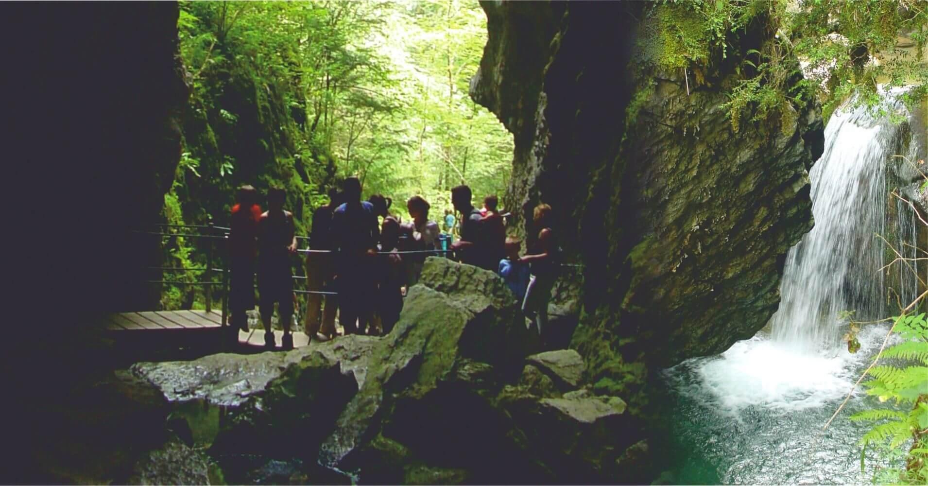 Cueva y Final de la Garganta. Sainte-Engrâce. Pirineos Atlánticos. Nueva Aquitania. Francia.