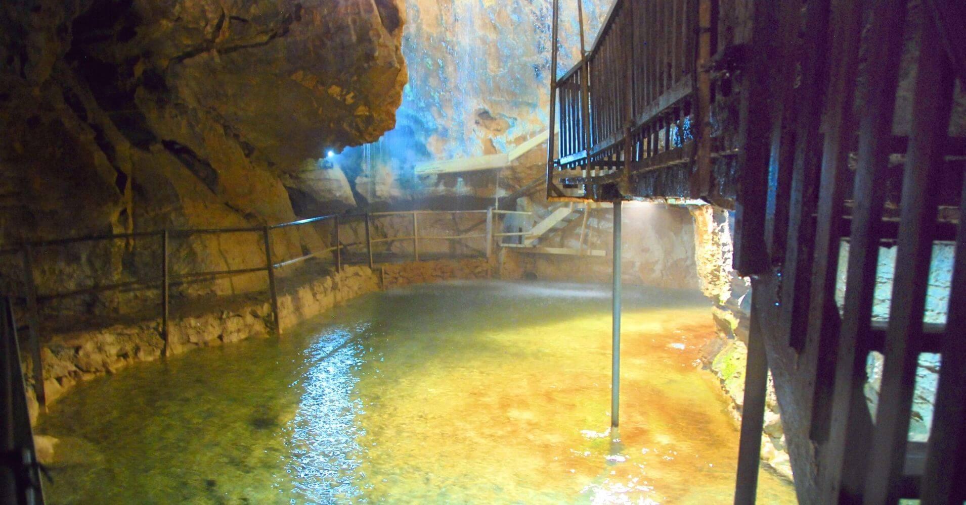 Cueva de las Hadas. Grotte Aux Fées. St. Maurice. Valais, Suiza.
