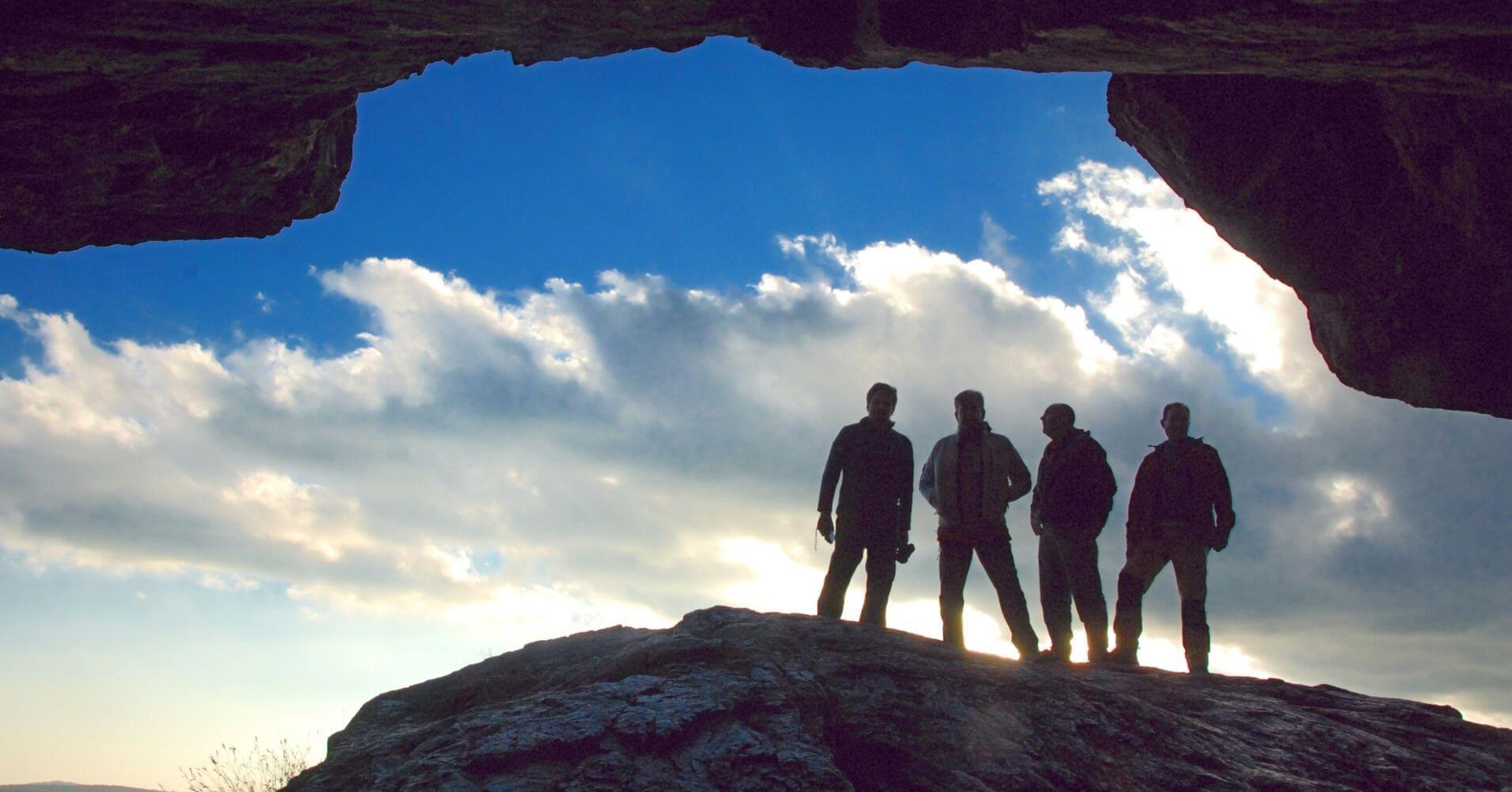 Guía Senderismo y Montañismo de Andalucía. Cueva de los Muñecos. Parque Natural de Despeñaperros. Jaén, Andalucía.