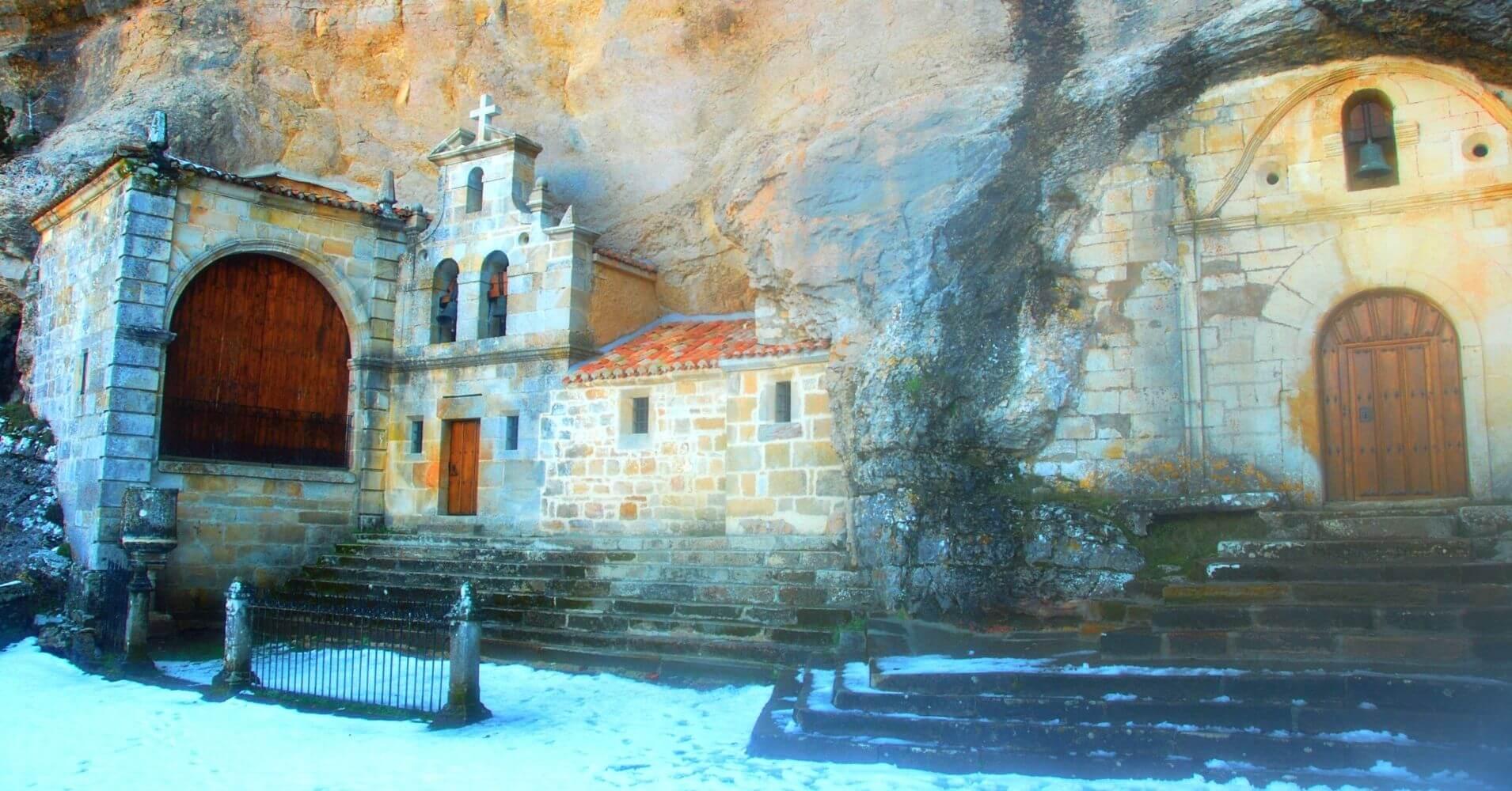 Cueva Ermita de San Bernabé y San Tirso. Las Merindades. Burgos, Castilla y León.