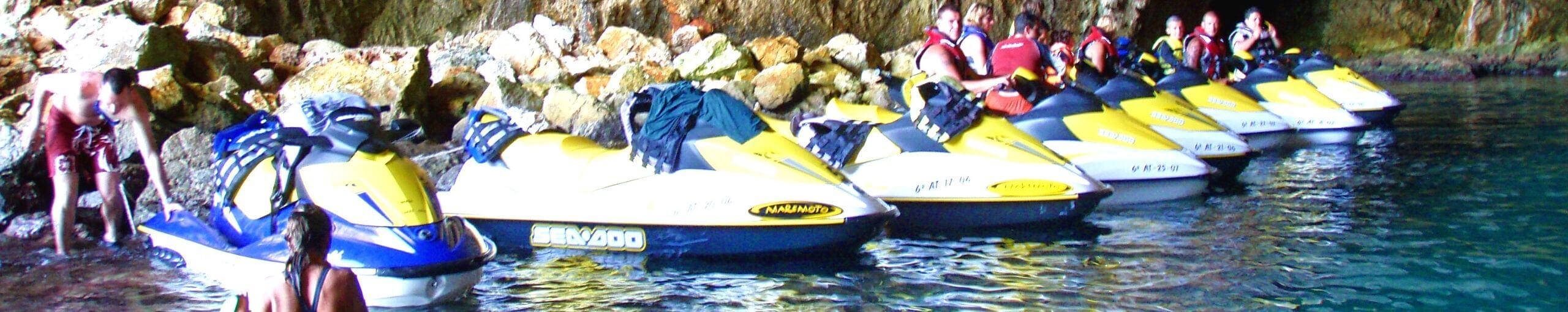 Cuevas del Cabo de la Nao en Moto de Agua. Jávea. Alicante, Comunidad Valenciana.