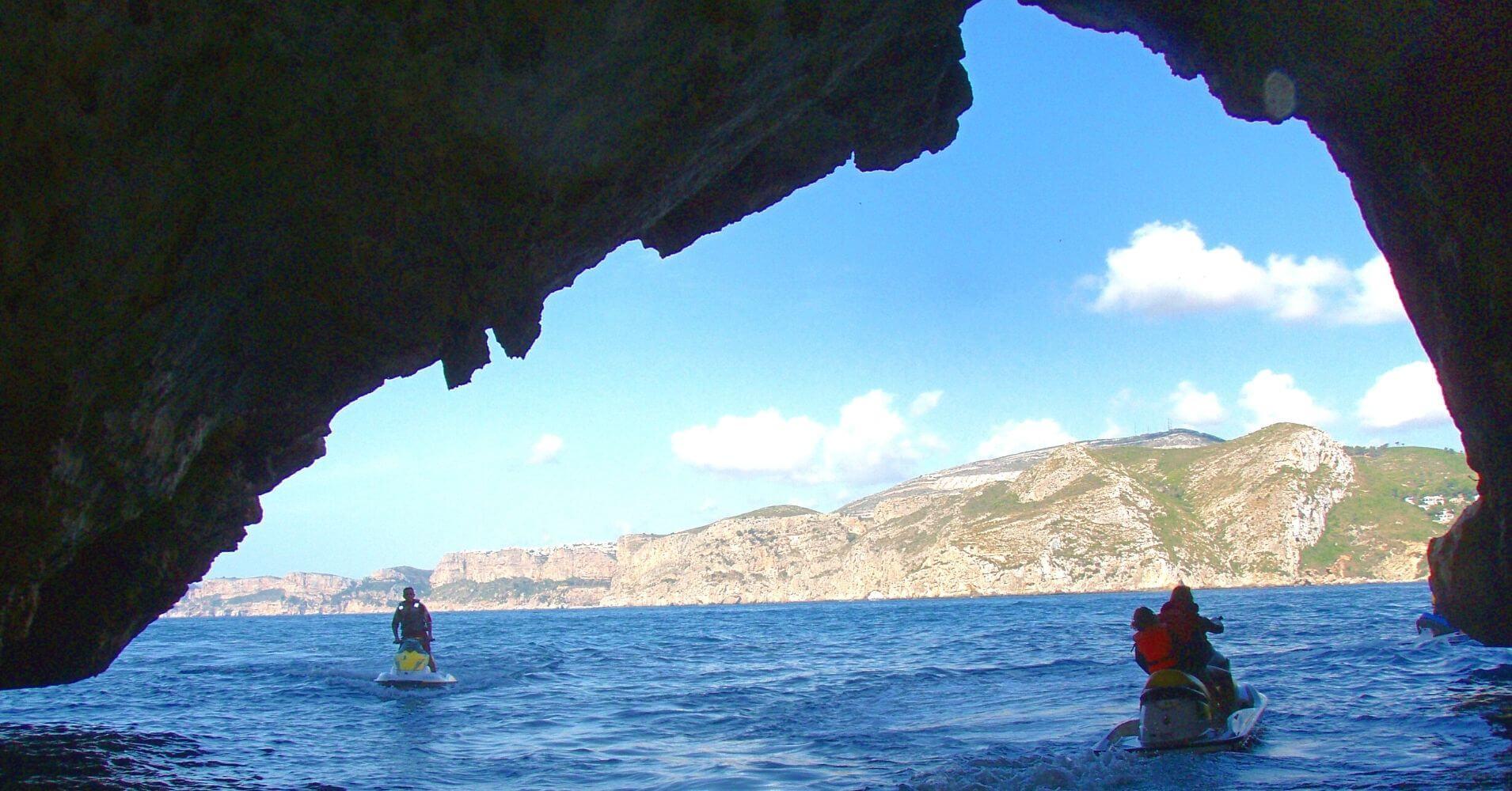 Cuevas del Cabo de la Nao en Moto de Agua. Jávea, Alicante. Comunidad Valenciana.