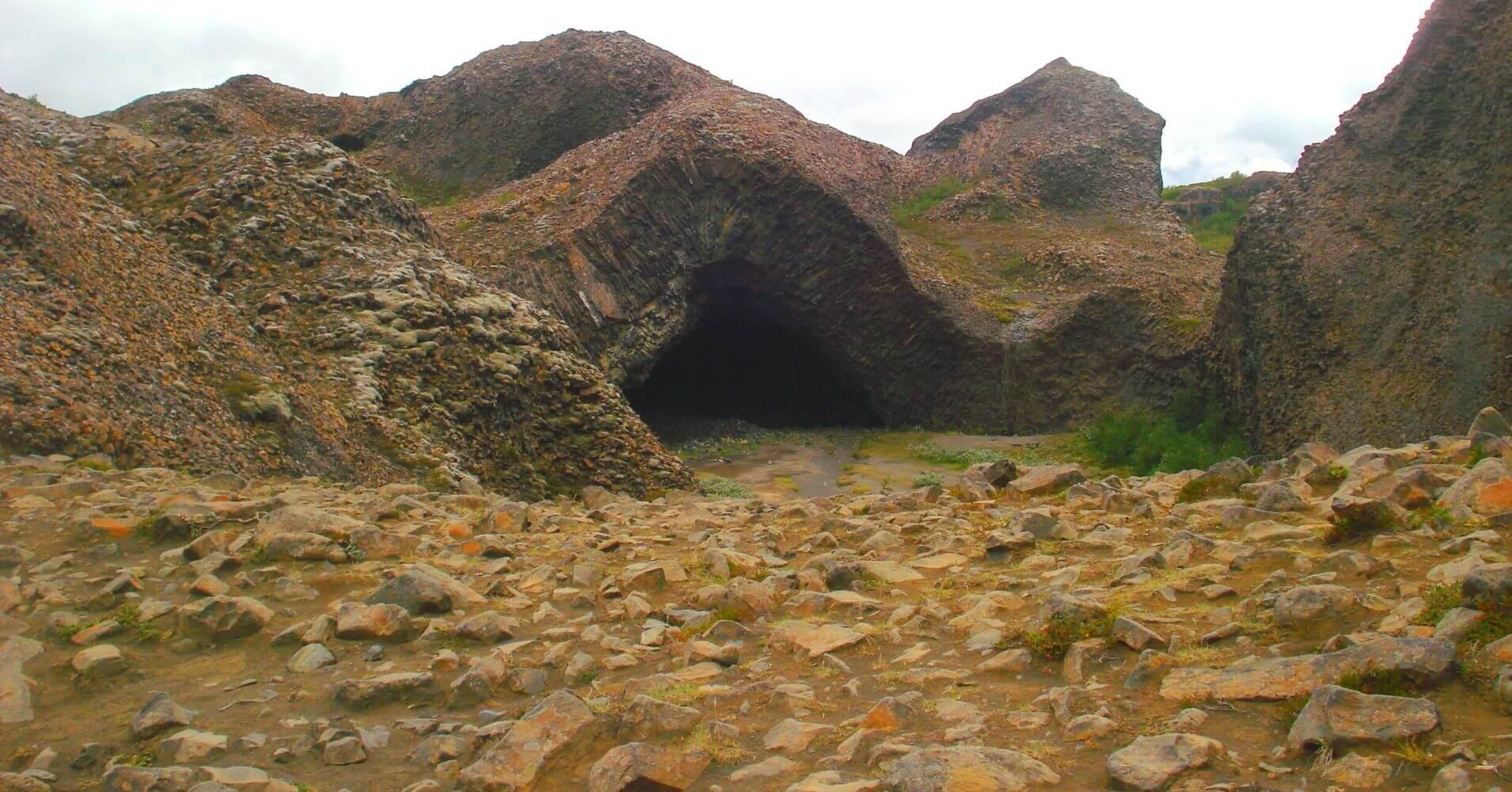 Cuevas Hljodarklettar. Jökulsárgljúfur. Islandia.
