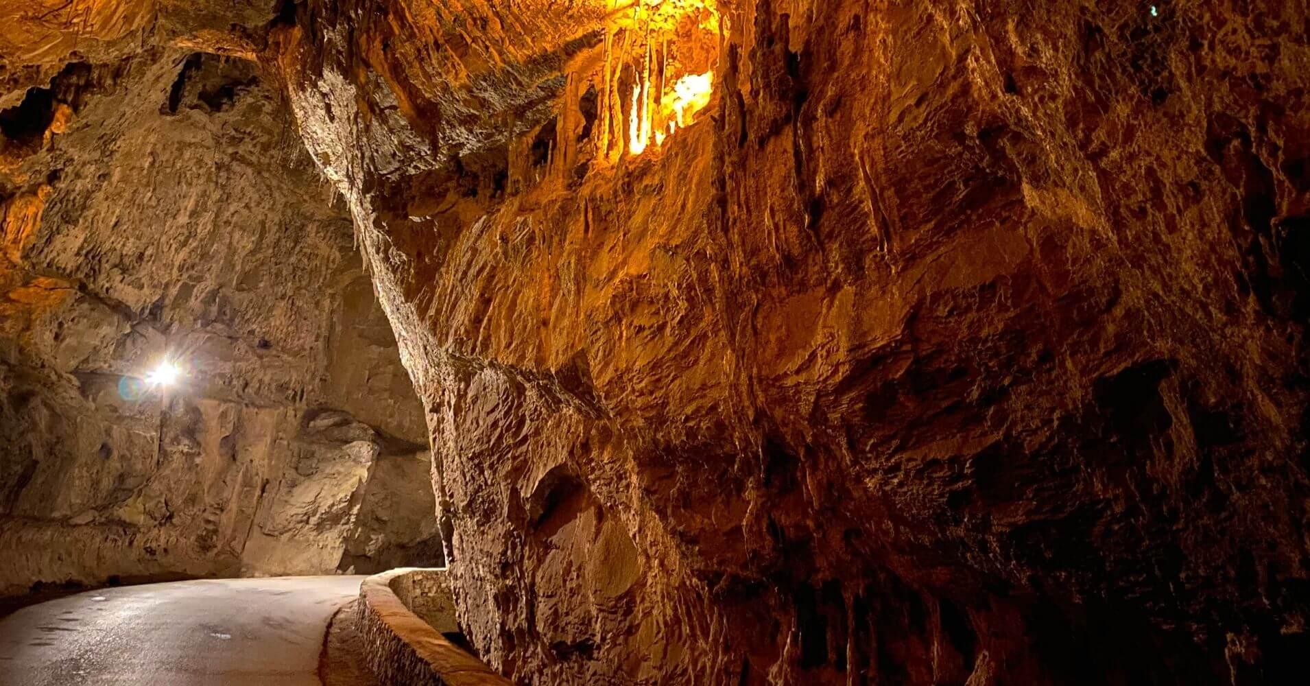 Interior de la Cuevona de Cuevas. Ribadesella. Escapada a Asturias.