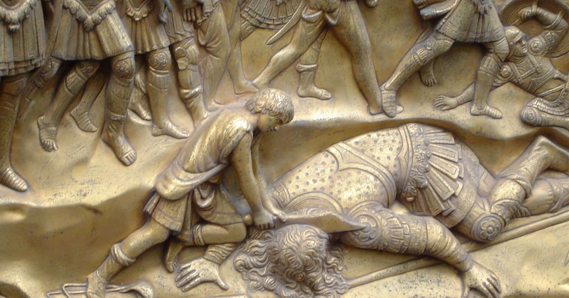 David Degollando a Goliat. Puertas del Paraíso, Baptisterio de Florencia. Toscana, Italia.