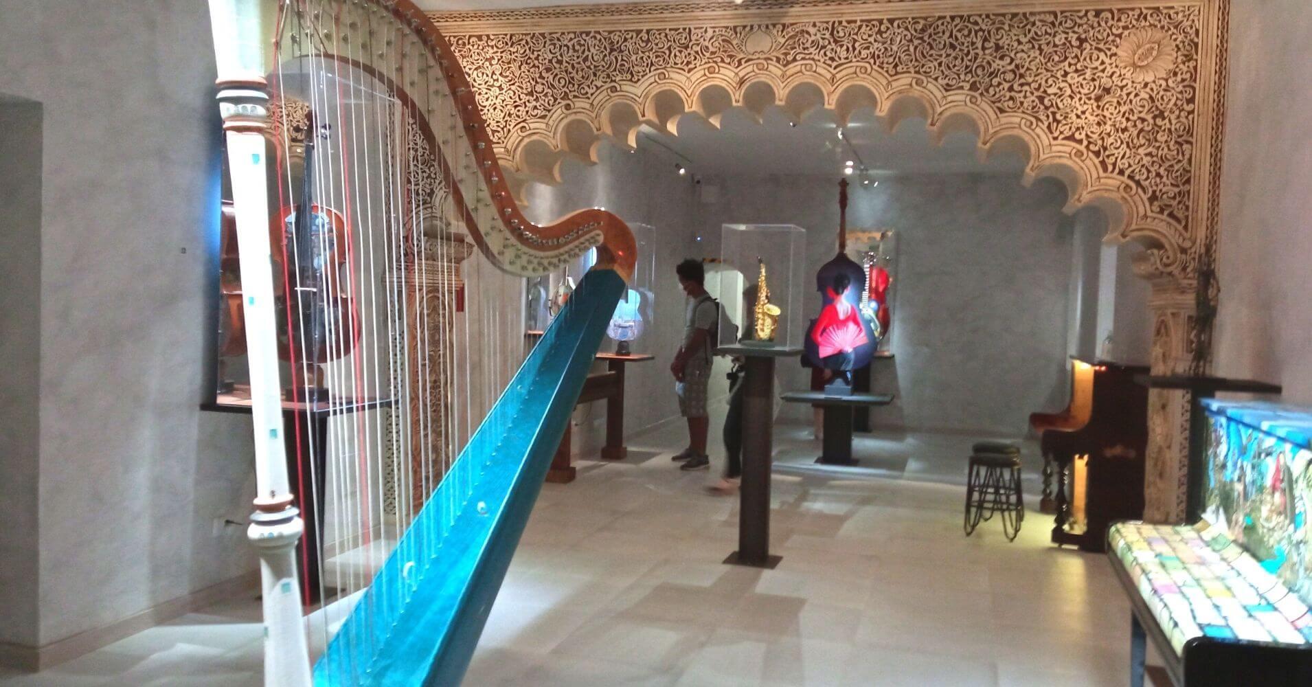 Detalle del Arpa Faro de los Pintores. Museo Cromática Toledo.