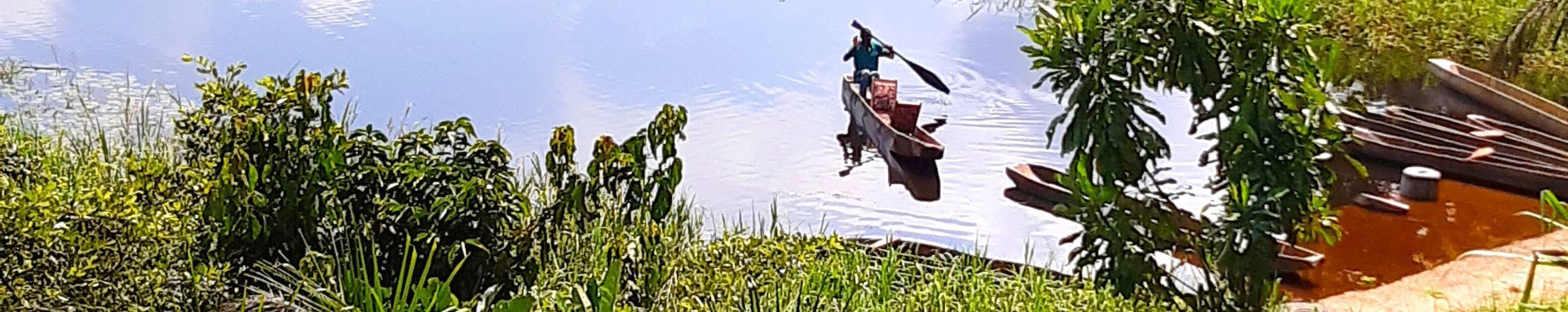 Ebogo Navegando por el Río Nyong. Camerún.