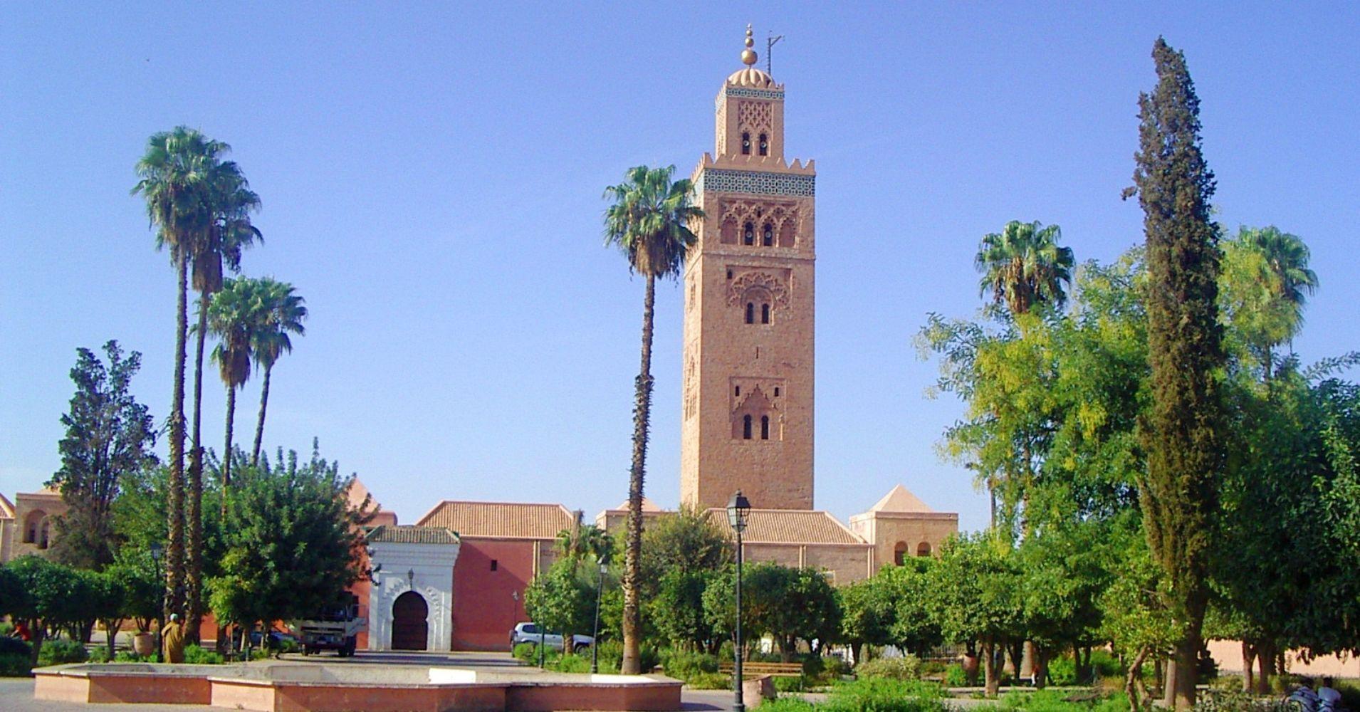 En Mezquita de la Koutoubia, Marrakech, Marruecos.