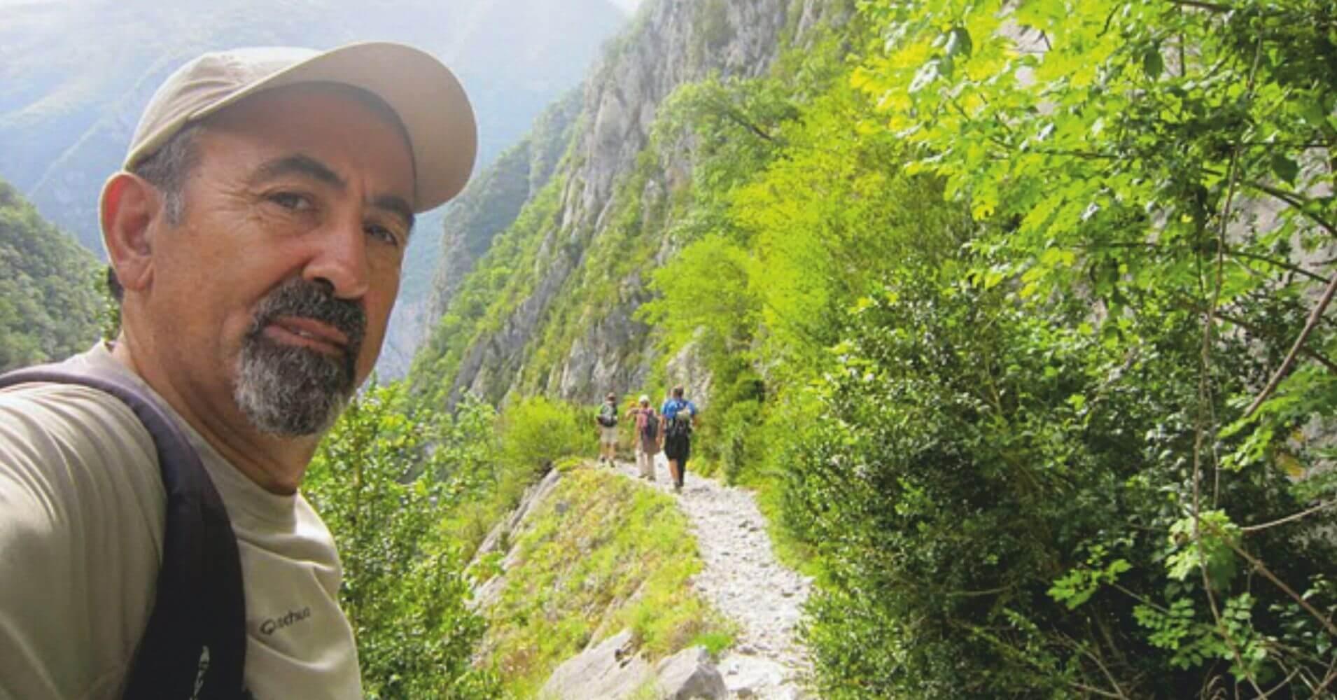 Entramos en el Chemin de la Mâture. Valle de Aspe. Etsaut. Pirineos Atlánticos. Nueva Aquitania.
