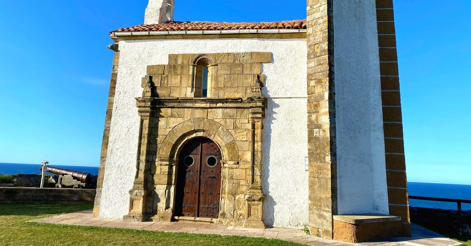 Ermita de la Virgen de la Guía. Ribadesellla, Asturias.