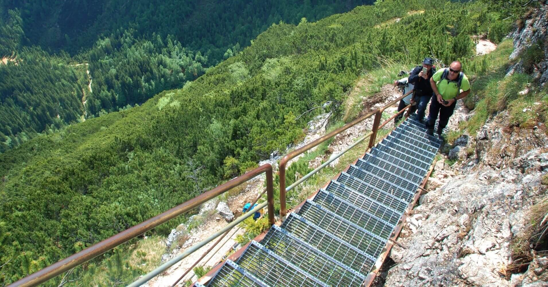 Escaleras Camino Equipado del Lago di Sorapis. Cortina d' Ampezzo. Belluno. Véneto. Italia.