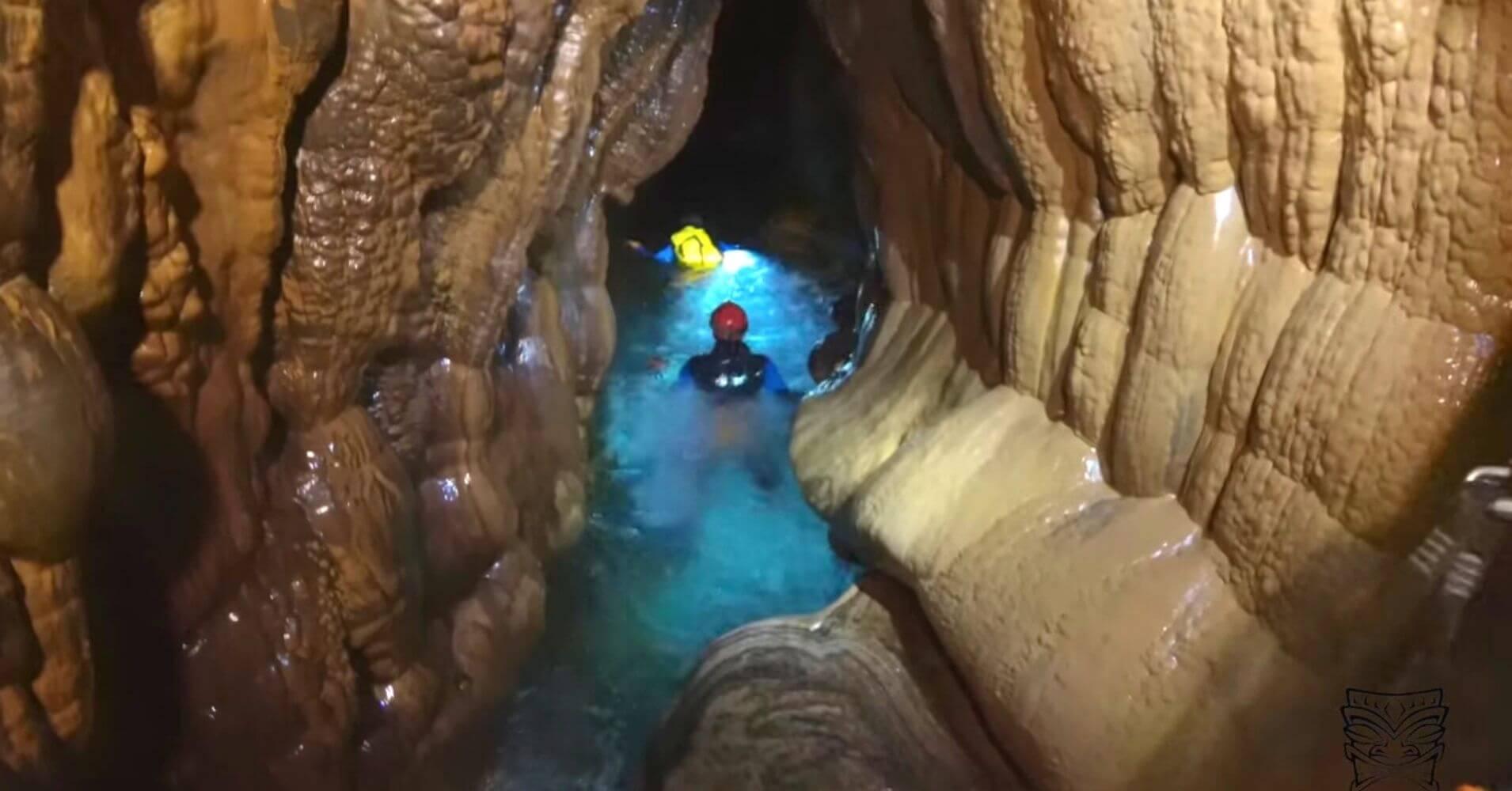 Espeleobarranquismo Cueva de Valporquero. Curso de Aguas, Vegacervera. León, Castilla y León.