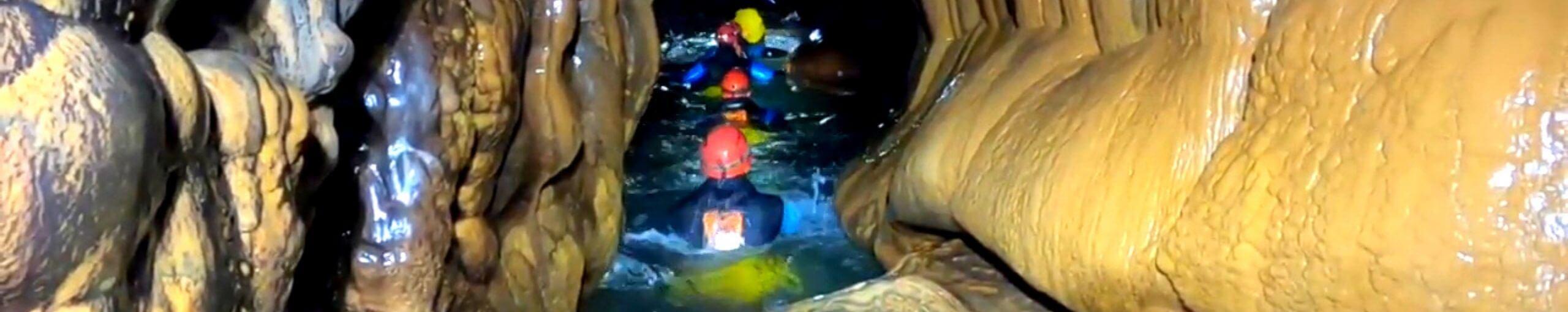 Espeleobarranquismo Cueva de Valporquero. Vegacervera en León, Castilla y León.