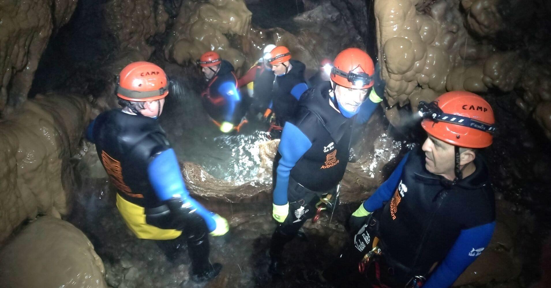 Espeleobarranquismo Cueva de Valporquero. Vegacervera, León, Castilla y León.