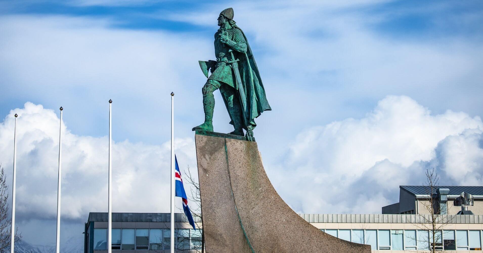 Estatua de Leifur Erikson. Reykjavík, Islandia.