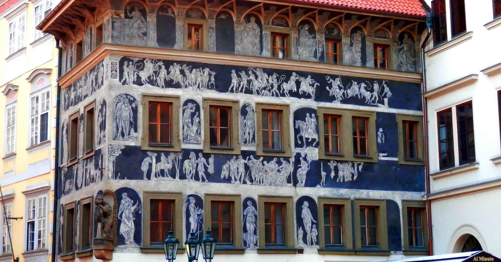 Fachada Casa de Stare Mesto. Praga. República Checa.