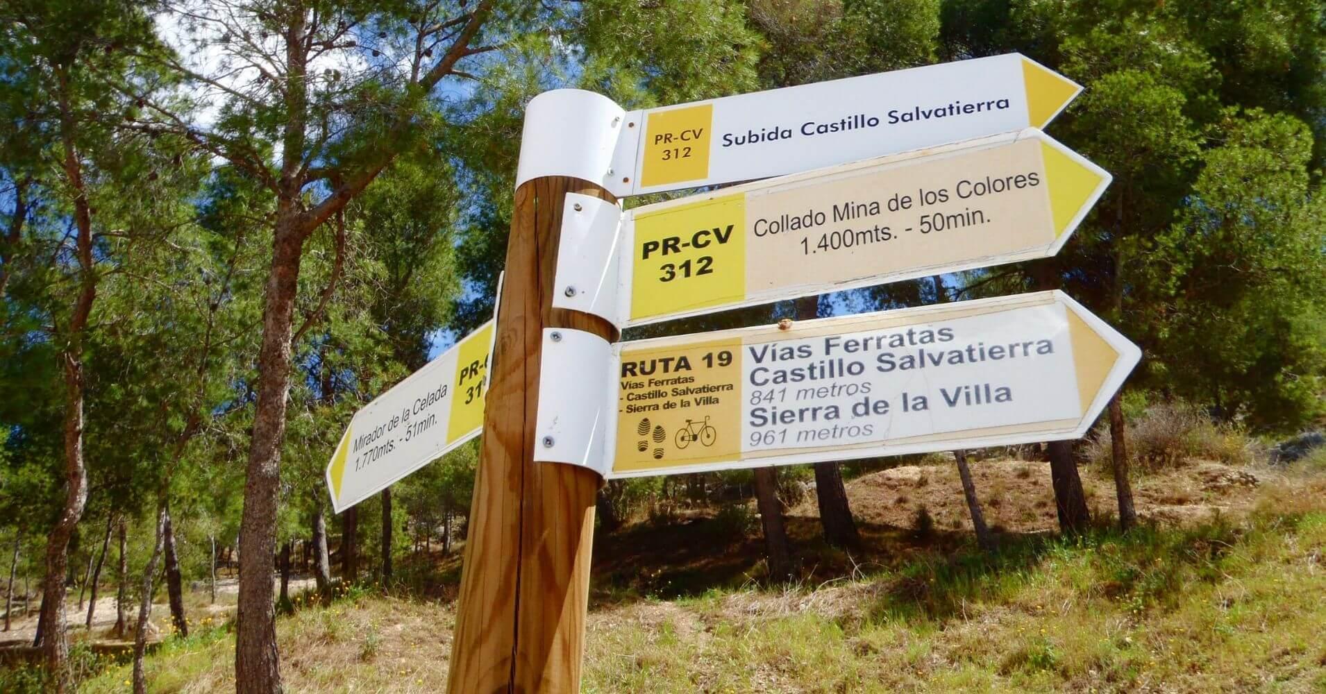 Poste de Direcciones Vía Ferrata de Villena, Alicante. Comunidad Valenciana.