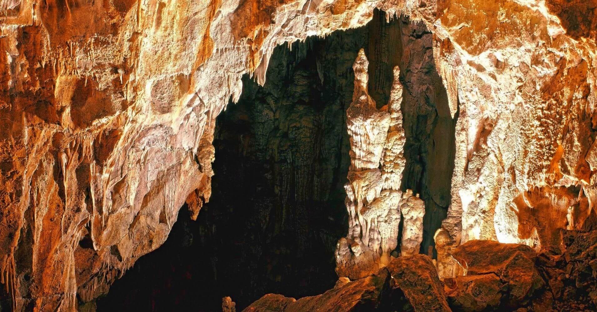 Figuras y Estalagmitas en Grotta Gigante. Trieste, Friuli Venecia Julia. Italia.