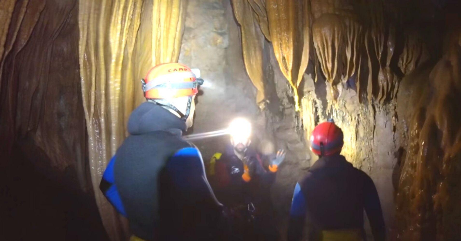 Formaciones Geológicas en el Curso de Aguas de la Cueva de Valporquero. León, Castilla y León.