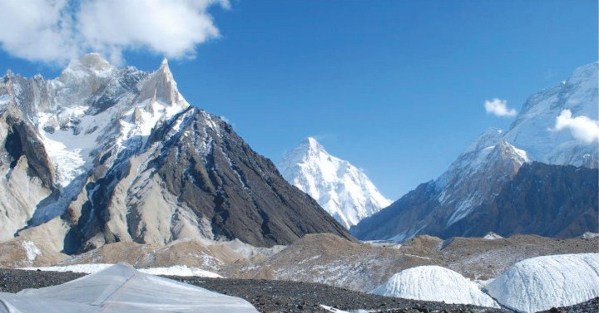 Glaciar Baltoro y Pico del K2 Rey del Karakorum. Pakistán.