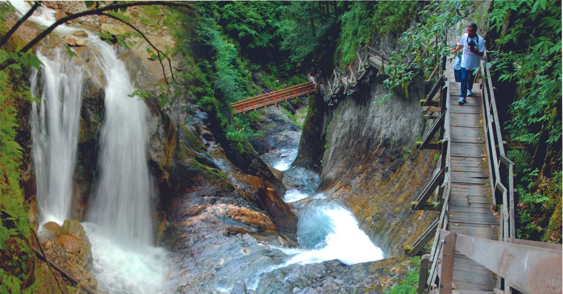 Garganta y Cascadas en Les Valettes. Valais, Suiza.