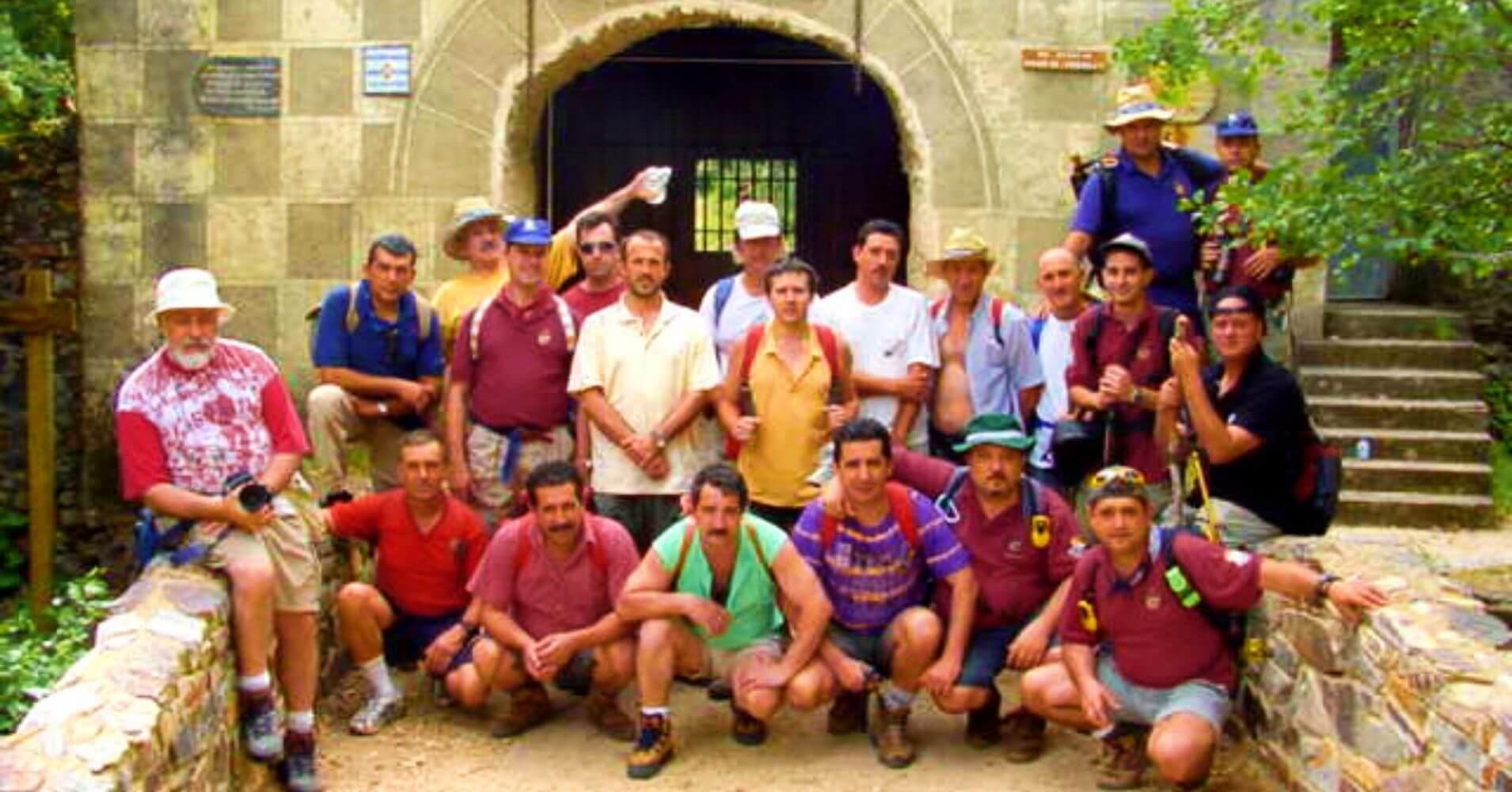 Grupo en la Puerta del Monasterio de las Batuecas. Salamanca. Castilla y León.