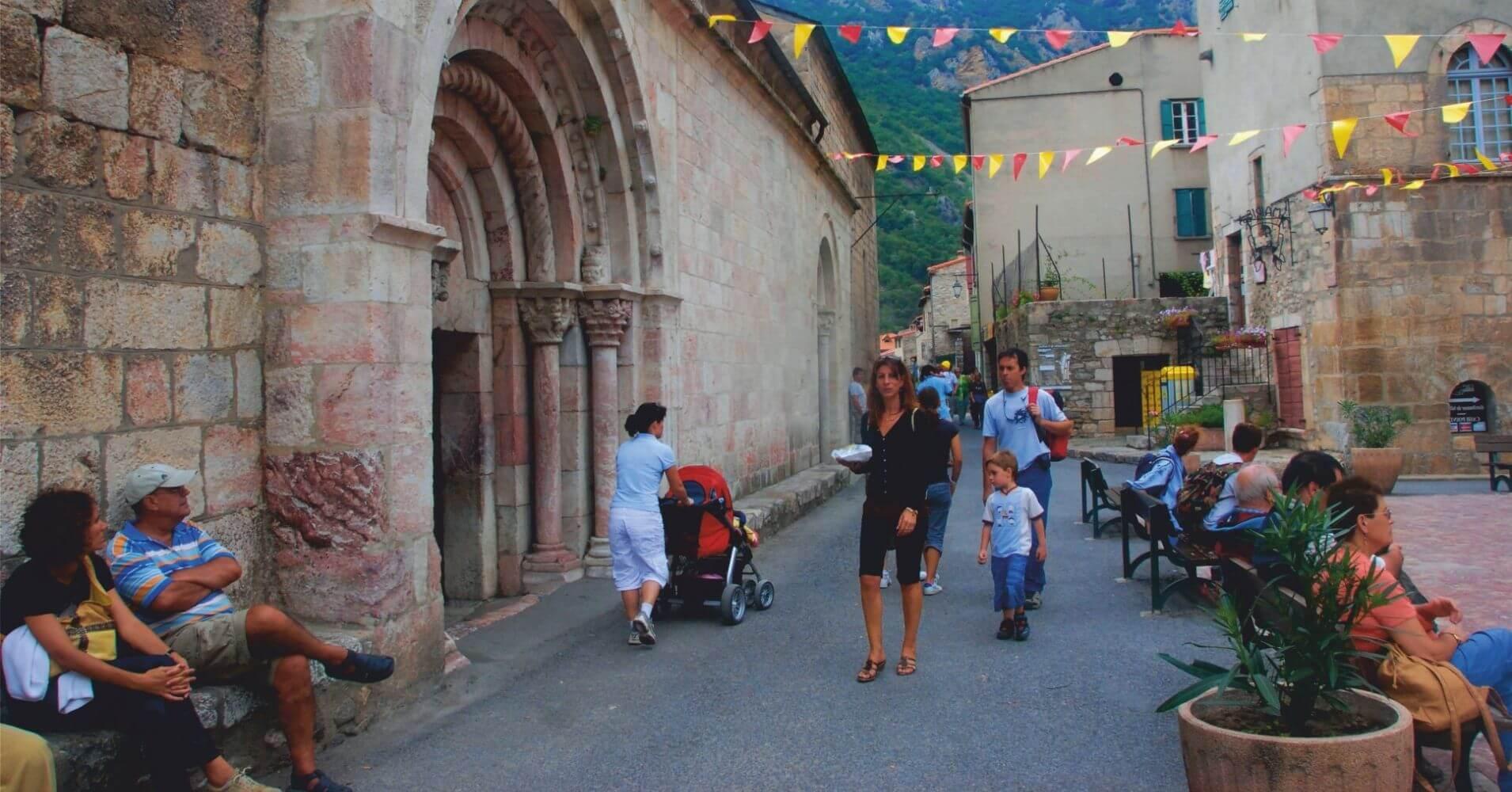 Iglesia de la Villa. Languedoc-Rosellón. Pirineos Orientales, Occitania, Francia.