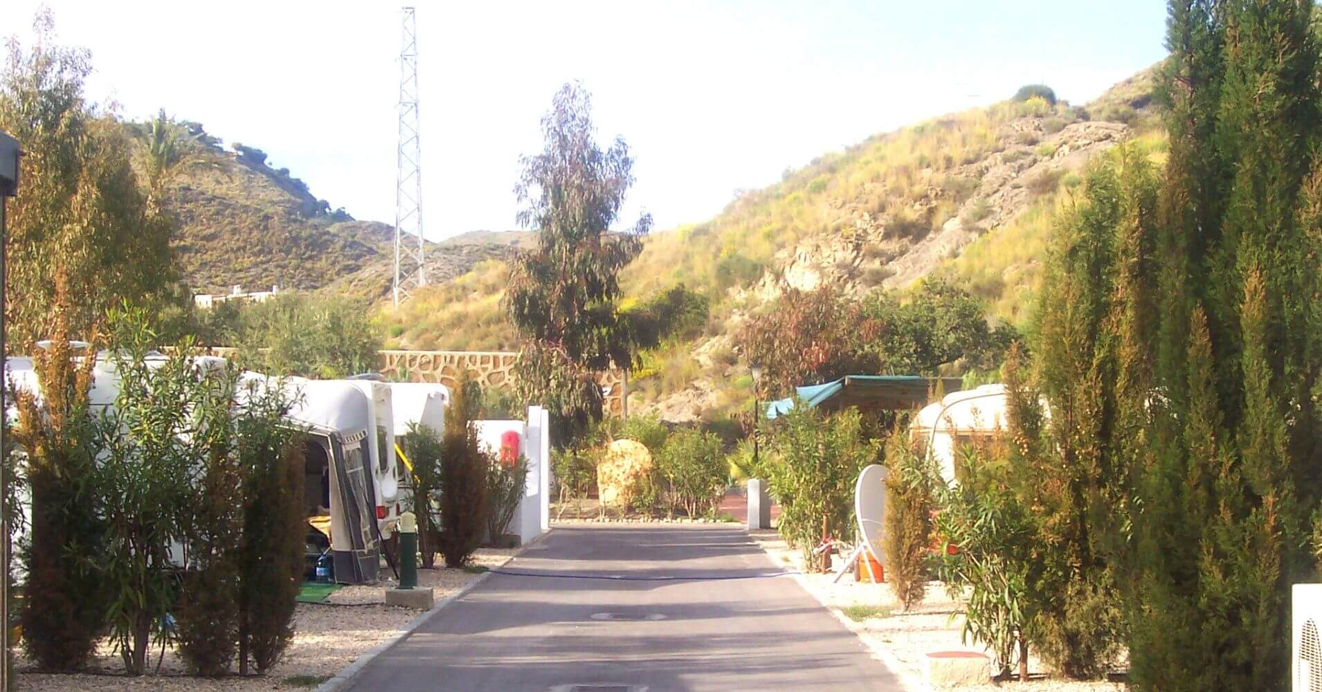 Instalaciones Camping Cueva Negra. Mojácar, Almería. Andalucía.