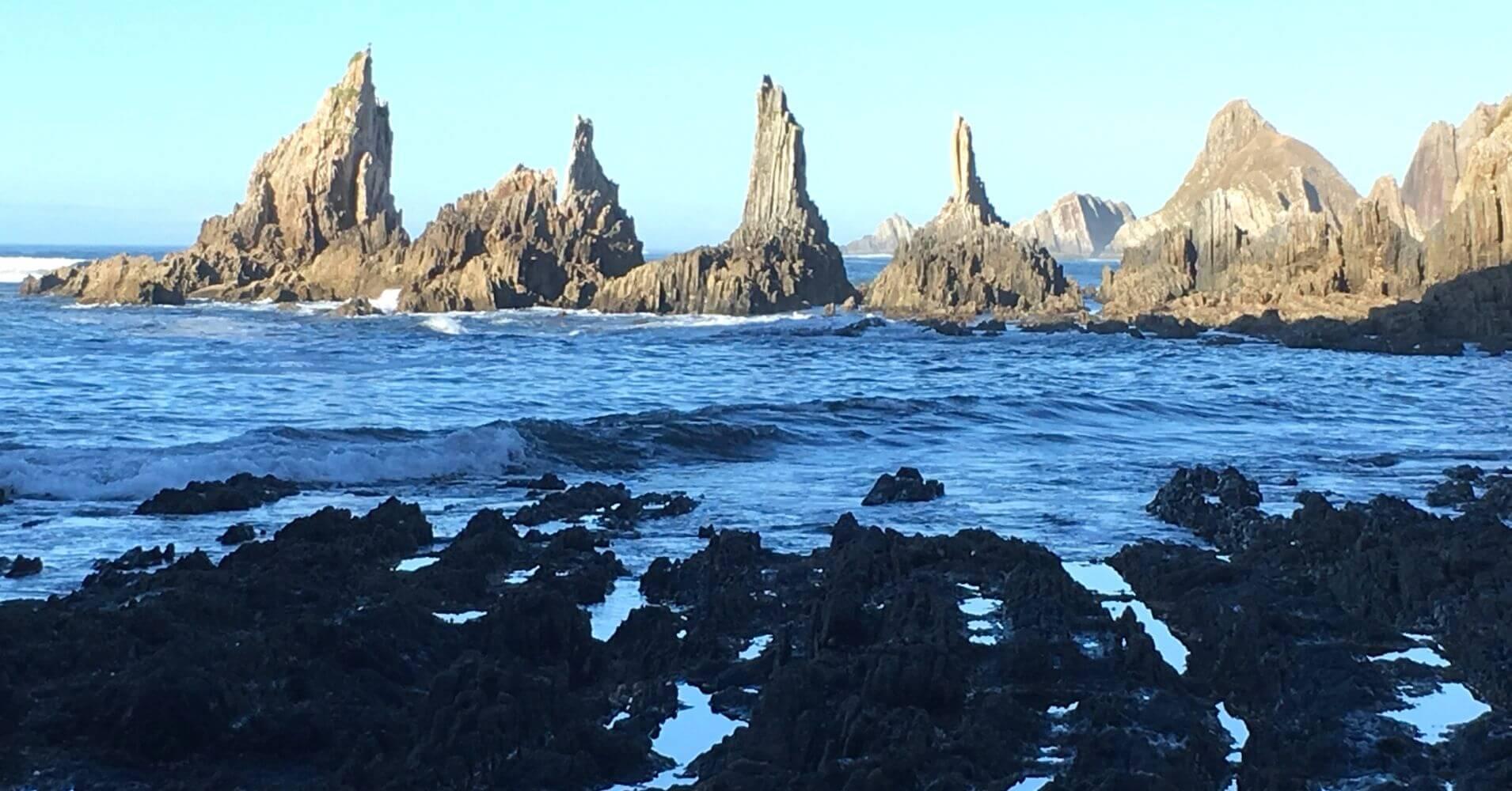 Islotes de la Playa Gueirua. Asturias Maravilla Natural.