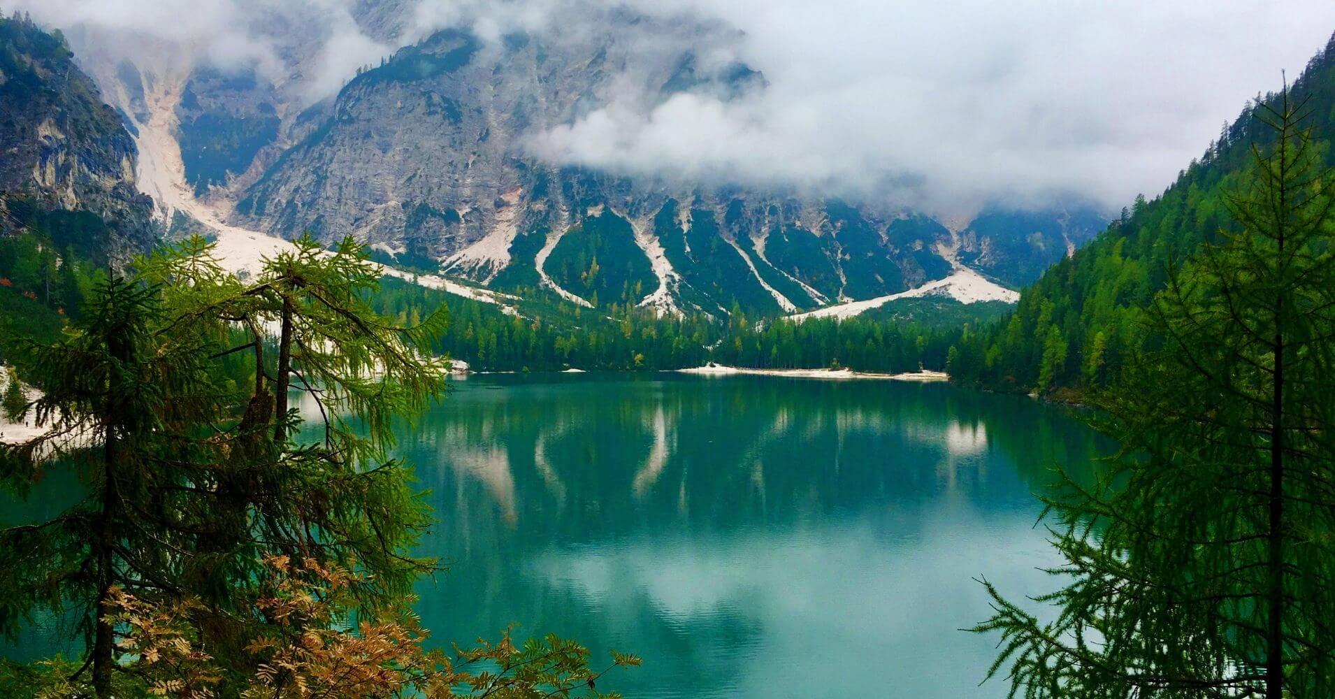 Lago di Braies. Alpes Dolomitas, Bolzano. Trentino Alto Adigio. Italia.