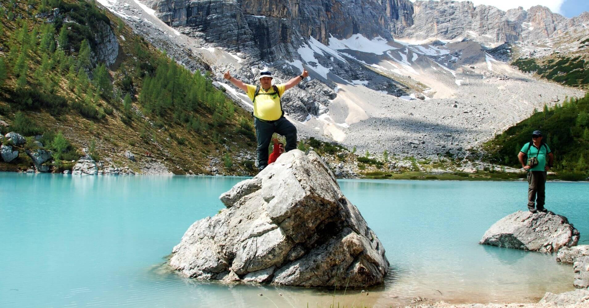 Lago di Sorapis en los Dolomias. Cortina d' Ampezzo en Belluno. Véneto. Italia.