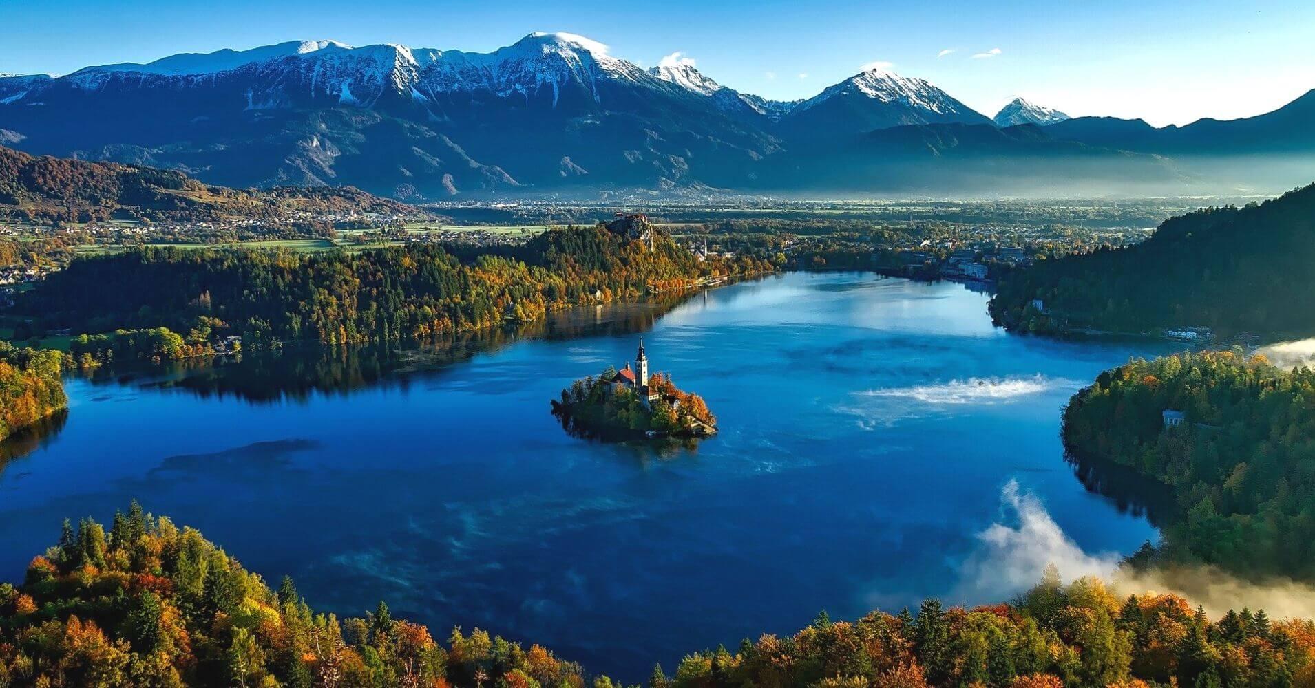 Lago e Isla de Bled. Alpes Julianos.