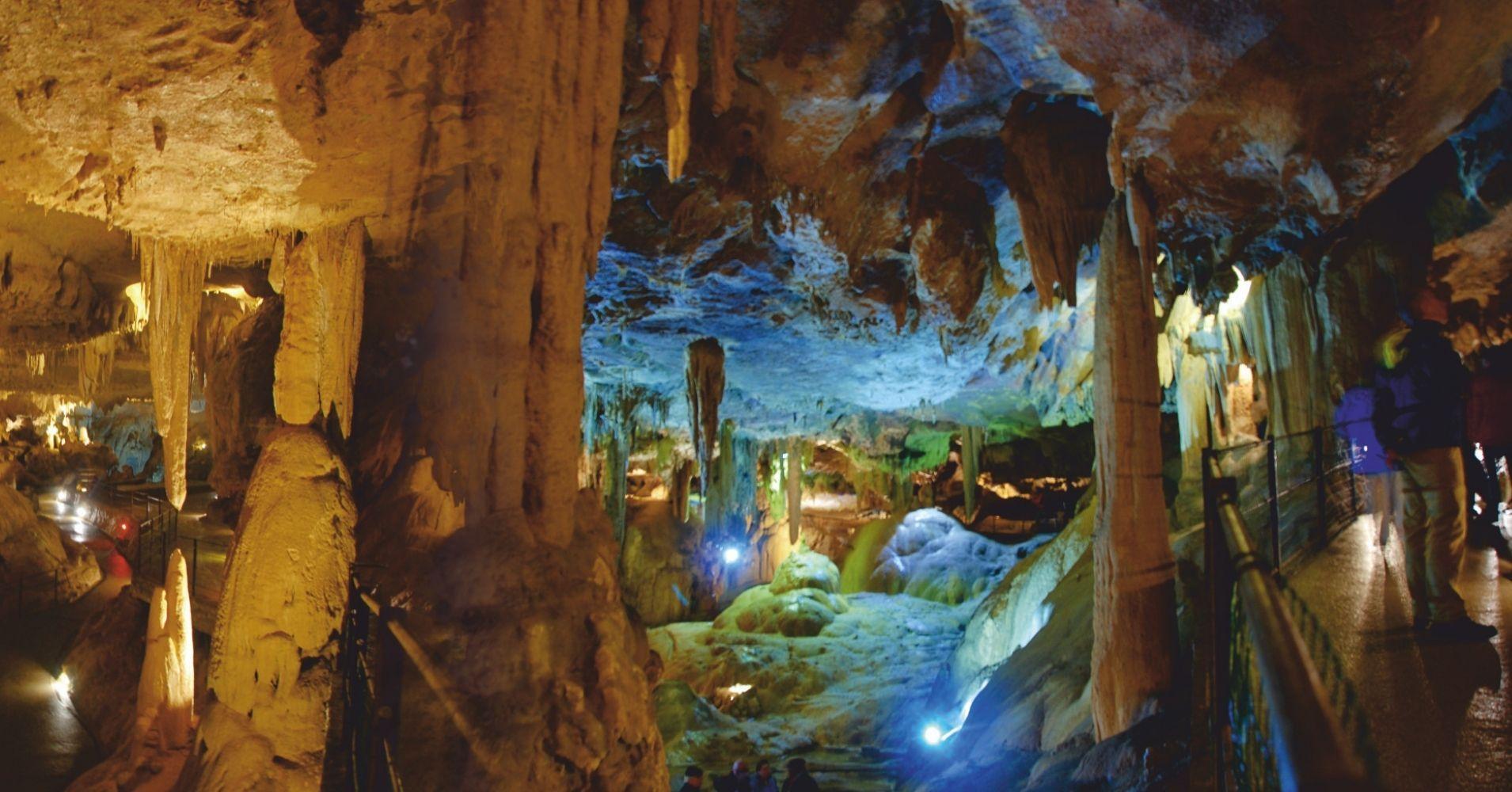 Les Grottes de Bétharram en Nueva Aquitania y Occitania. Pirineos Atlánticos y Altos Pirineos. Francia.