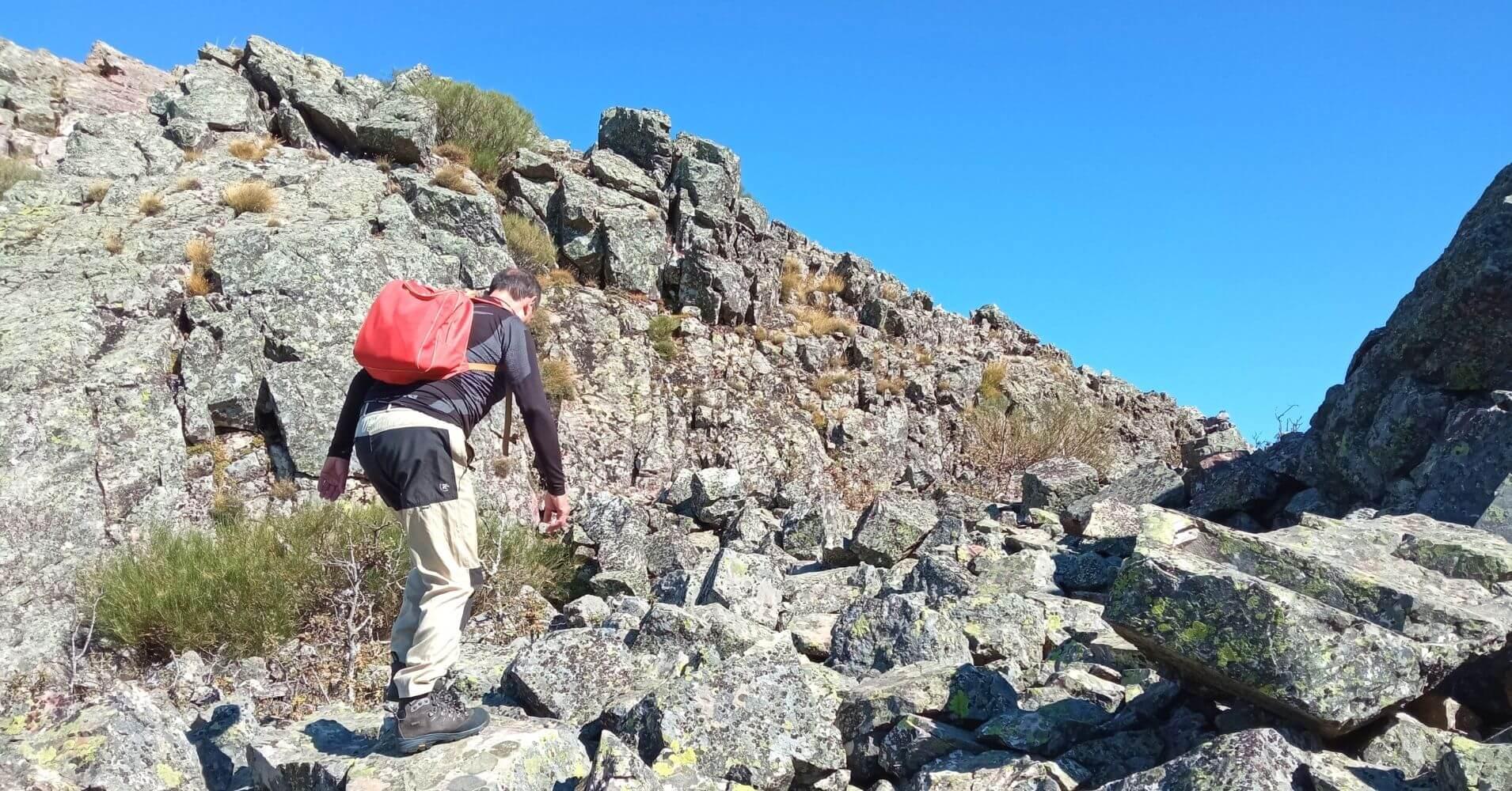 Llegando a la Cumbre del Cerro Vicente 1430m. Las Navillas, Menasalbas, Montes de Toledo. Castilla la Mancha.