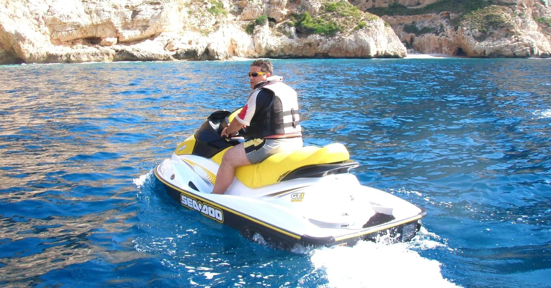 Ruta en Moto de Agua en Cuevas del Cabo de la Nao. Jávea, Alicante. Comunidad Valenciana.