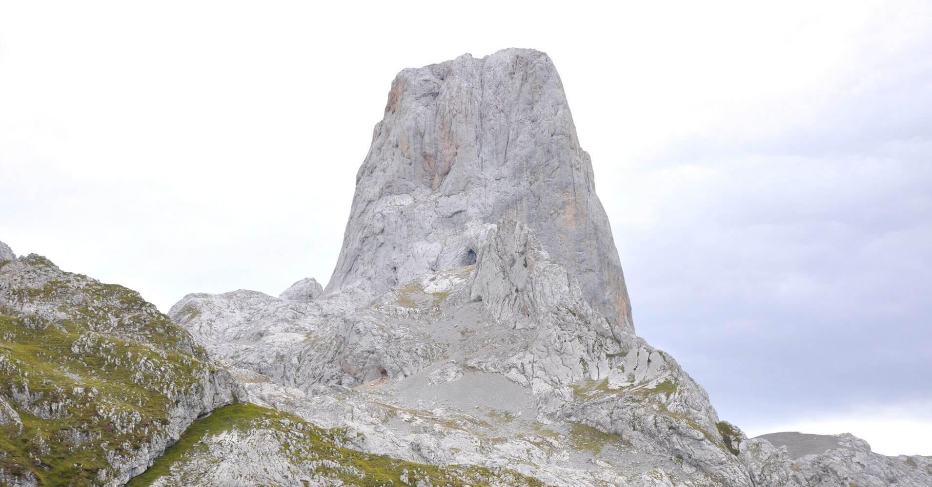 Naranjo de Bulnes. Travesía de Picos de Europa. Cantabria, Asturias.