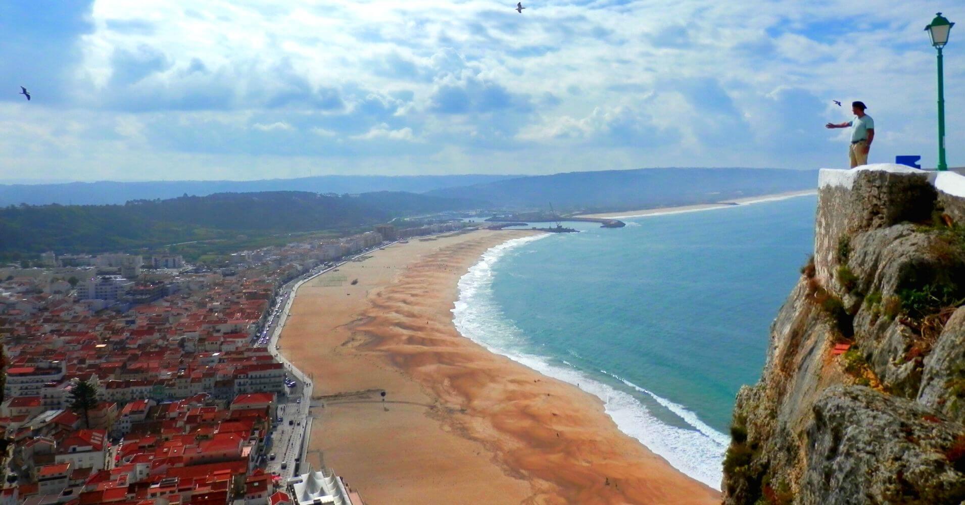 Nazaré El Sitio de las olas Gigantes en Nazaré. Portugal.