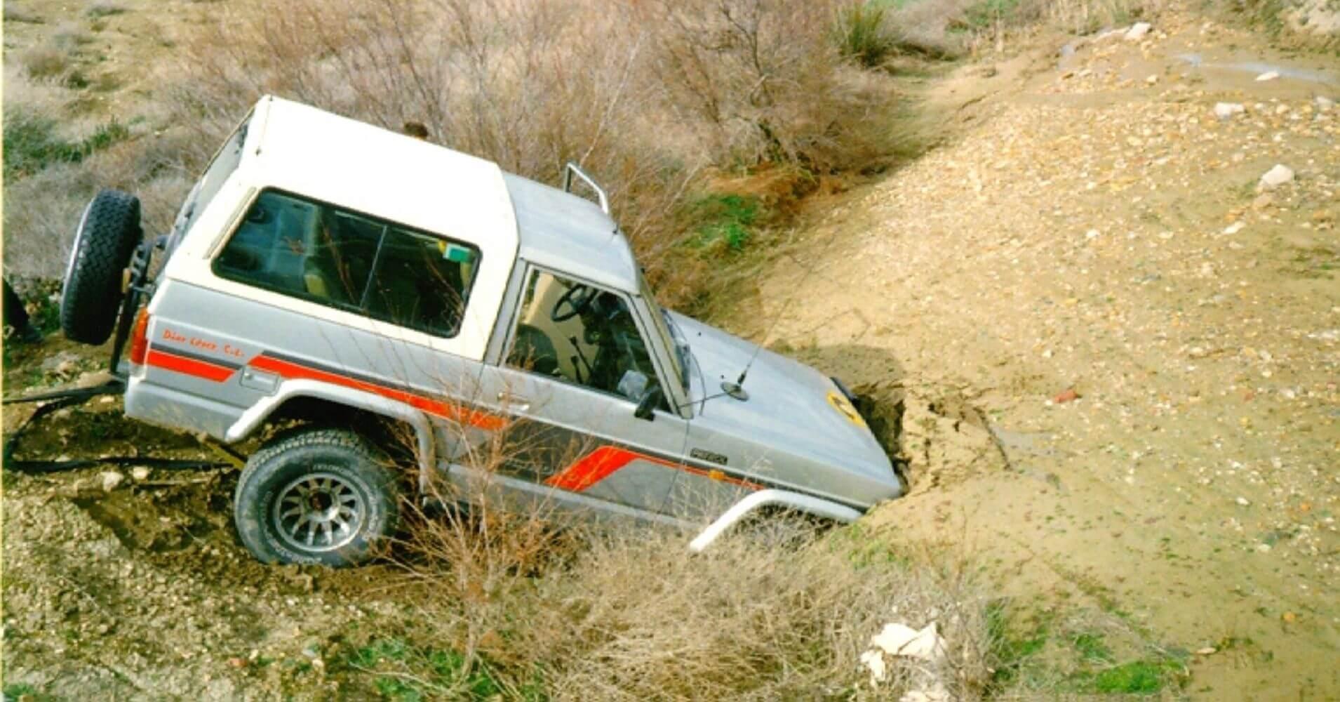 Nissan Patrol quedado en el barro. Rutas 4X4 en España.