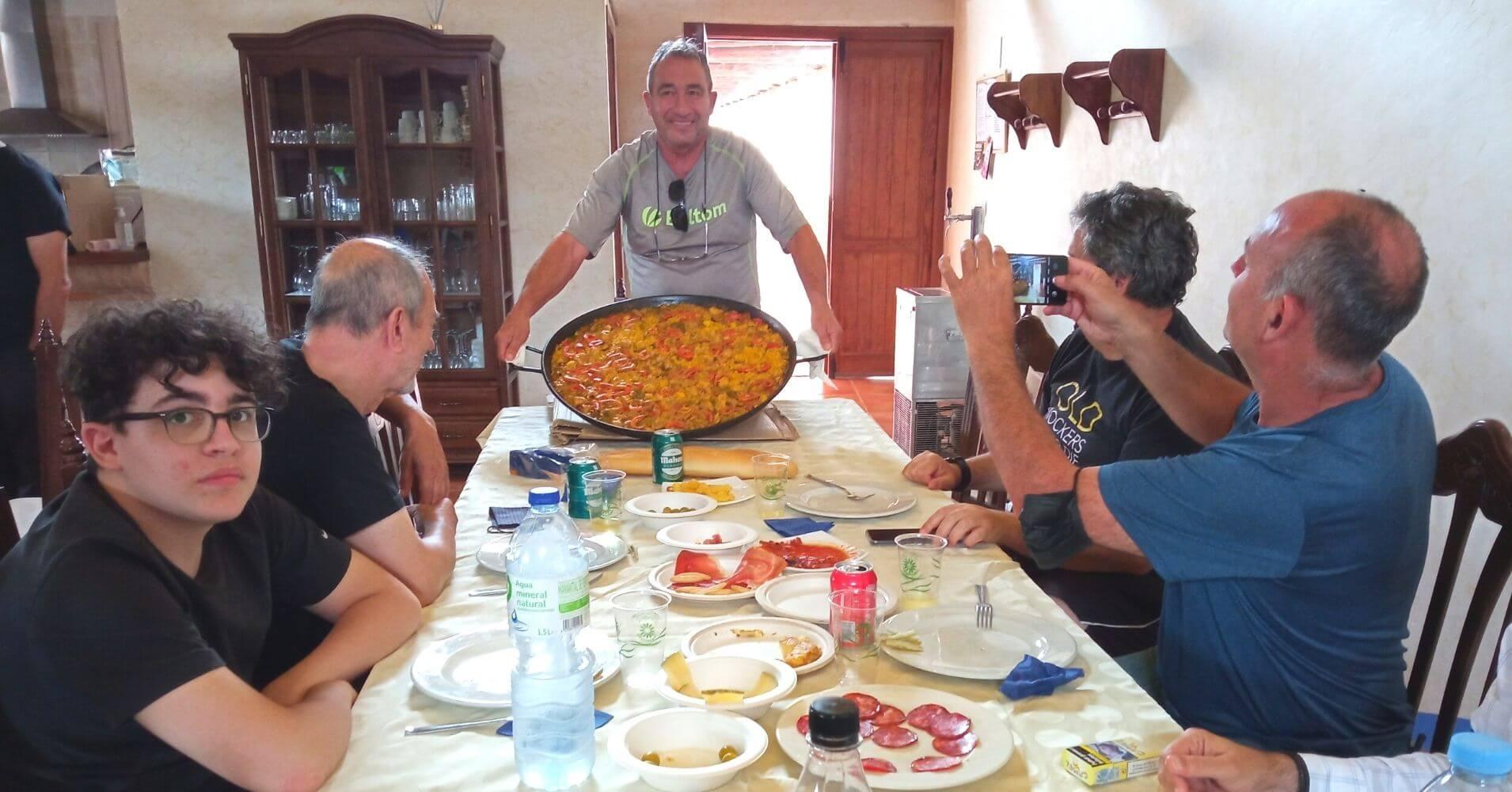 Paella en la Casa Rural Los Porches. Madridejos. Toledo. Castilla La Mancha.