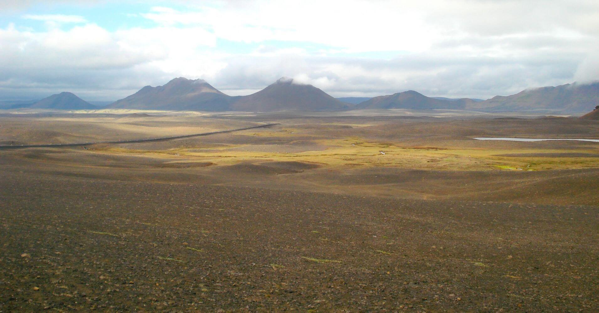 Paisaje de Llanuras y Volcanes Jökulsárgljúfur, Islandia.